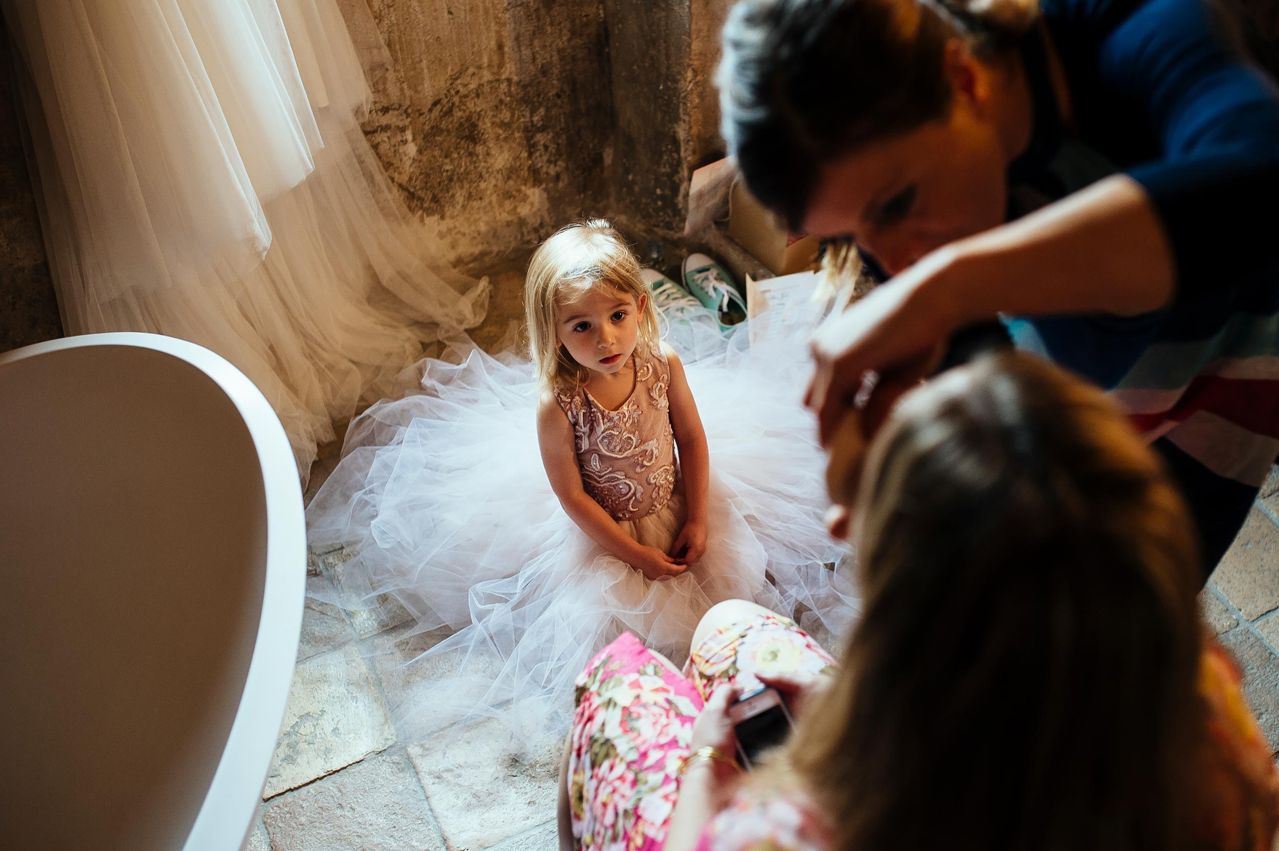 girl-looking-ad-the-bride-while-getting-ready-at-makeup-wedding-in-italy.jpg
