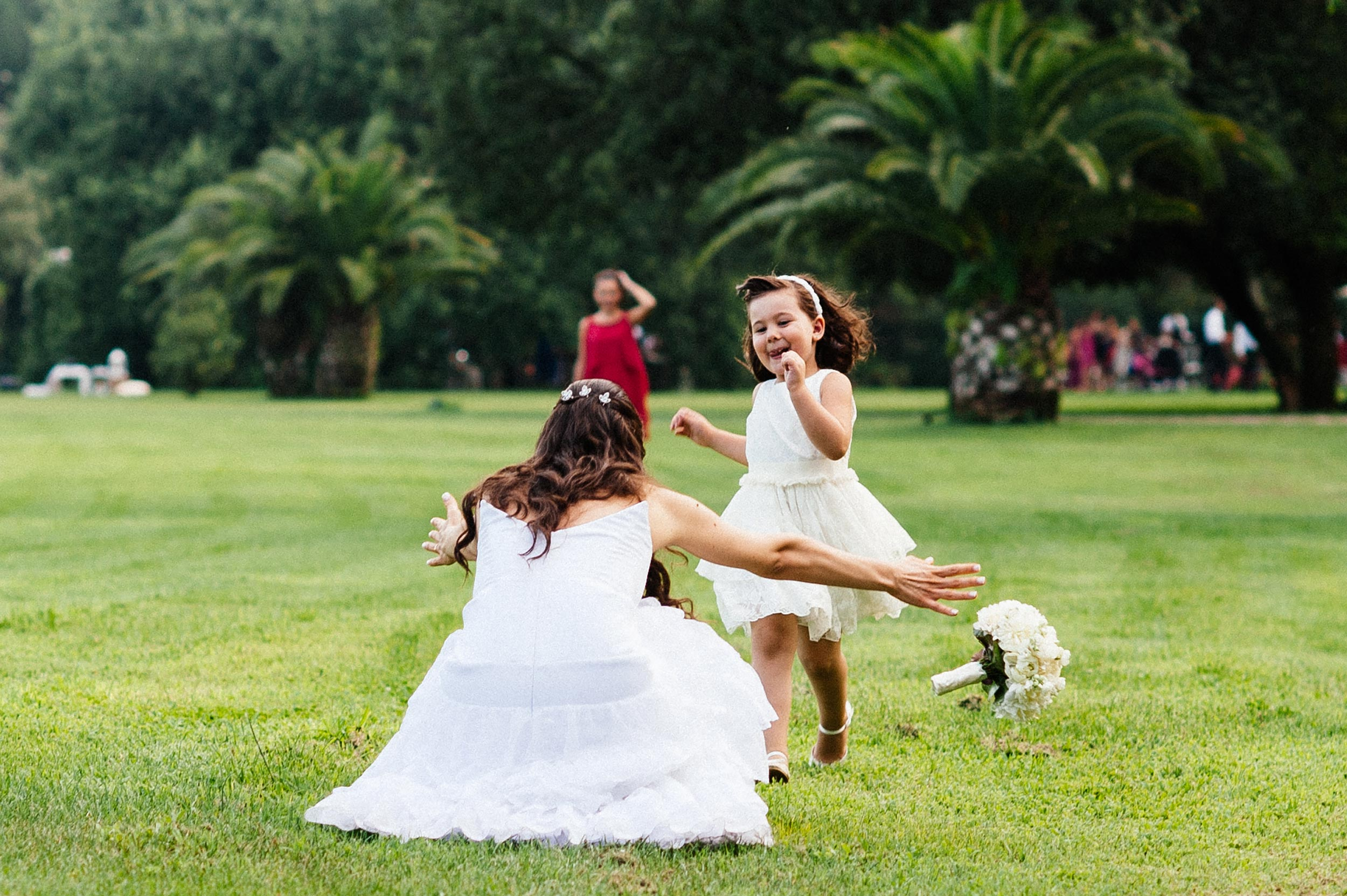 girl-runs-in-front-of-the-bride-and-she-drops-the-bouqut.jpg