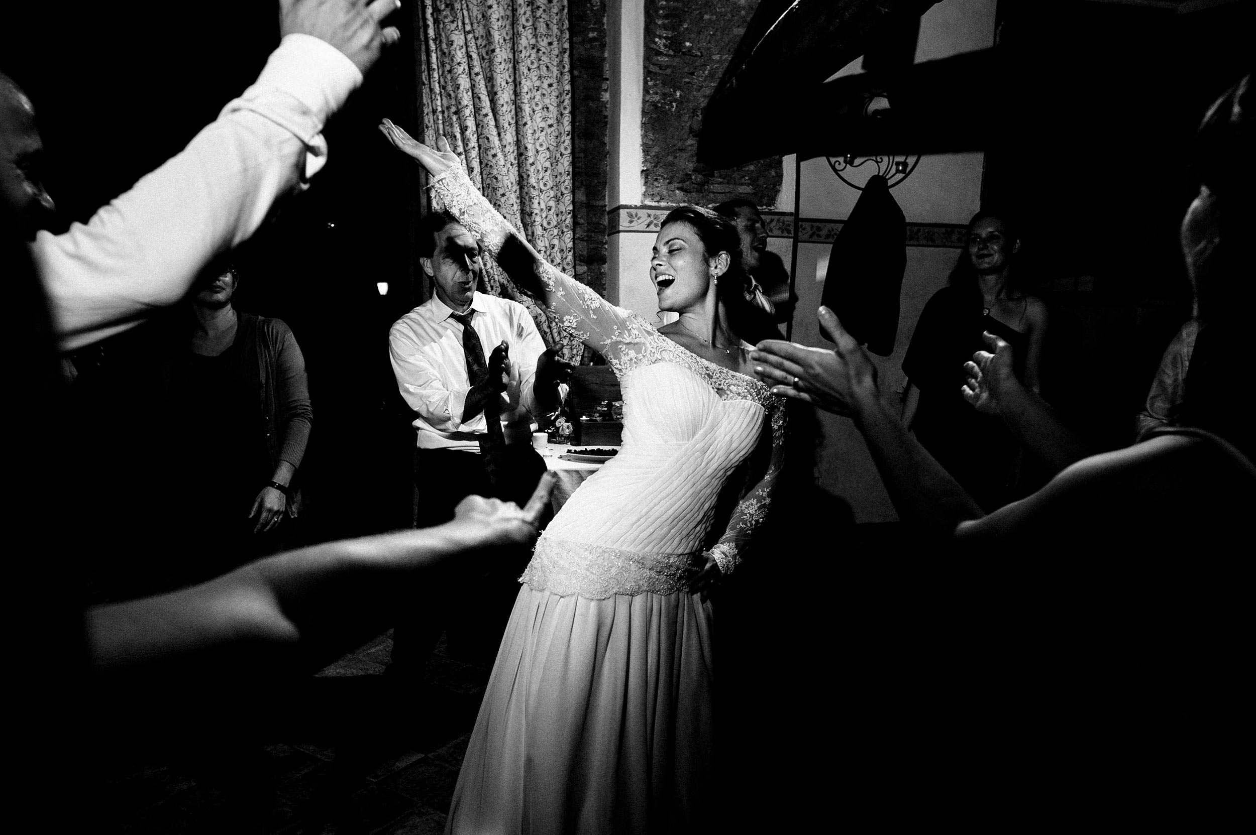 the-bride-dancing-at-night-wedding-in-rome-black-and-white-wedding-photography.jpg