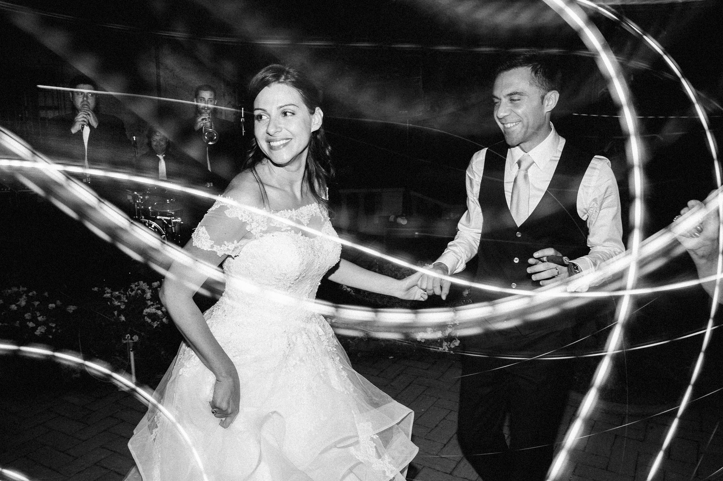bride-and-groom-on-the-dancefloor-southern-italy-black-and-white-wedding-photography.jpg