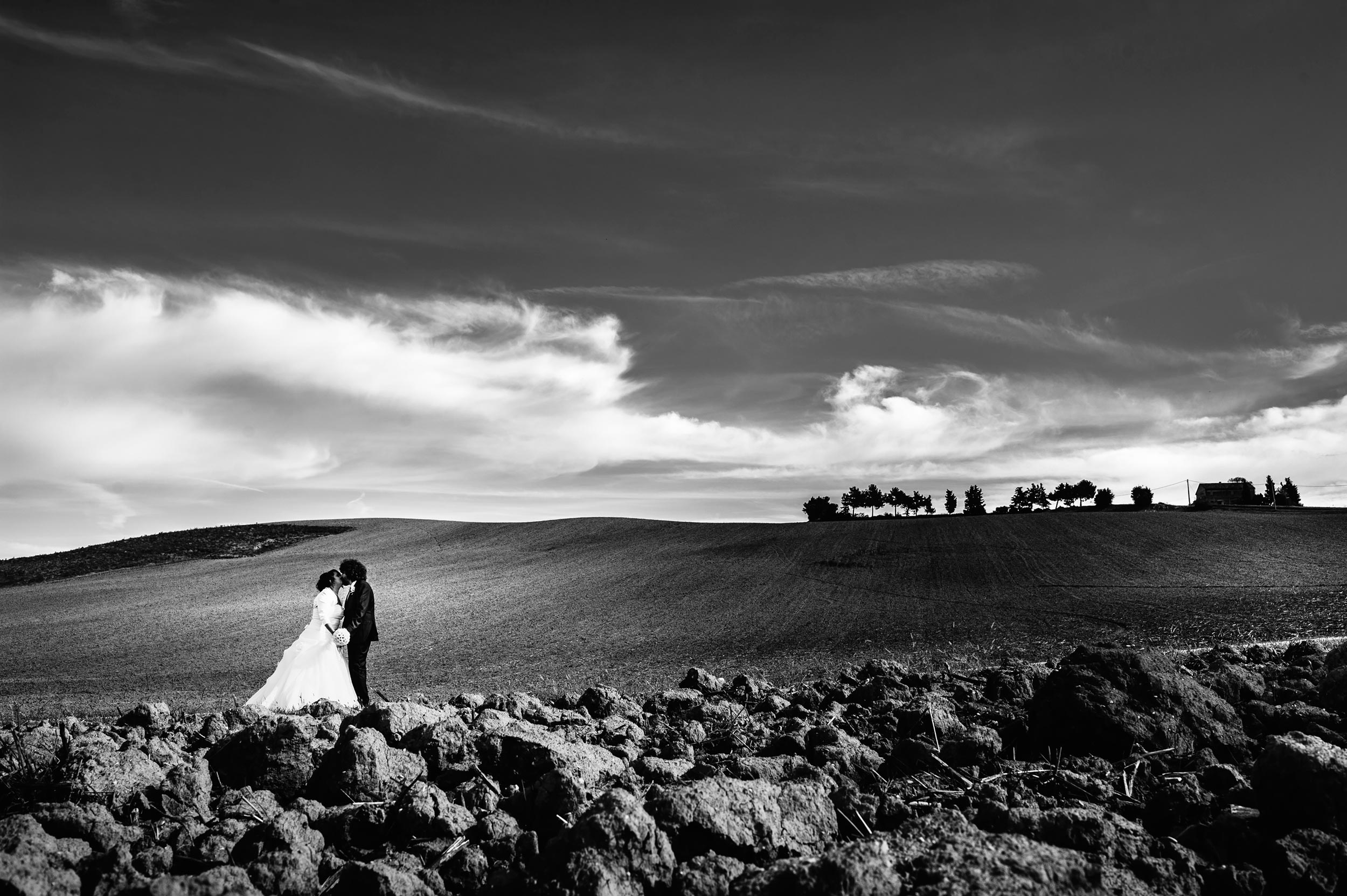 wedding-countryside-marche-tuscany-italy-black-and-white-wedding-photography.jpg