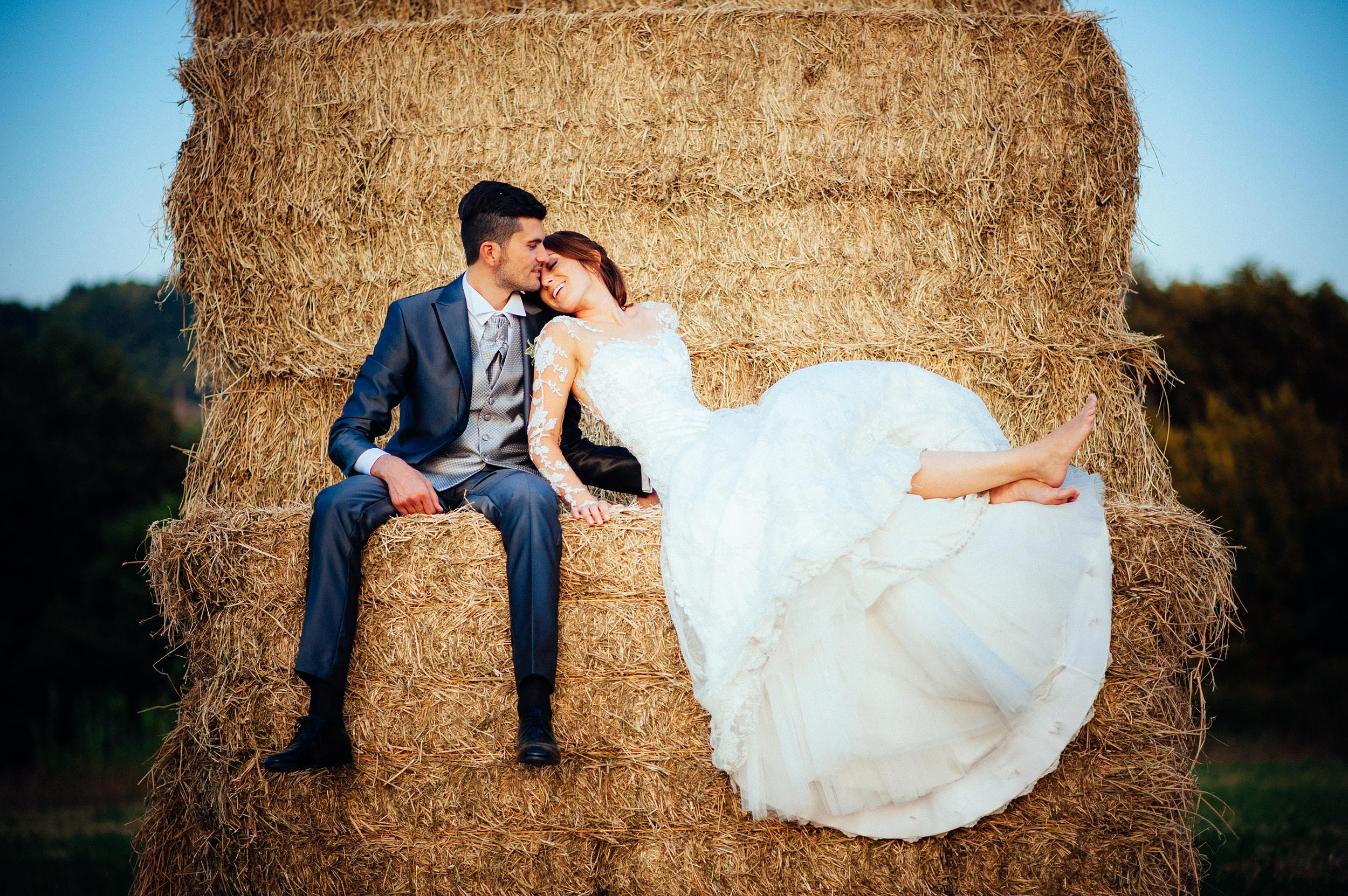 marche-italy-hay-bales-color-wedding-photography-looks-like-film.jpg