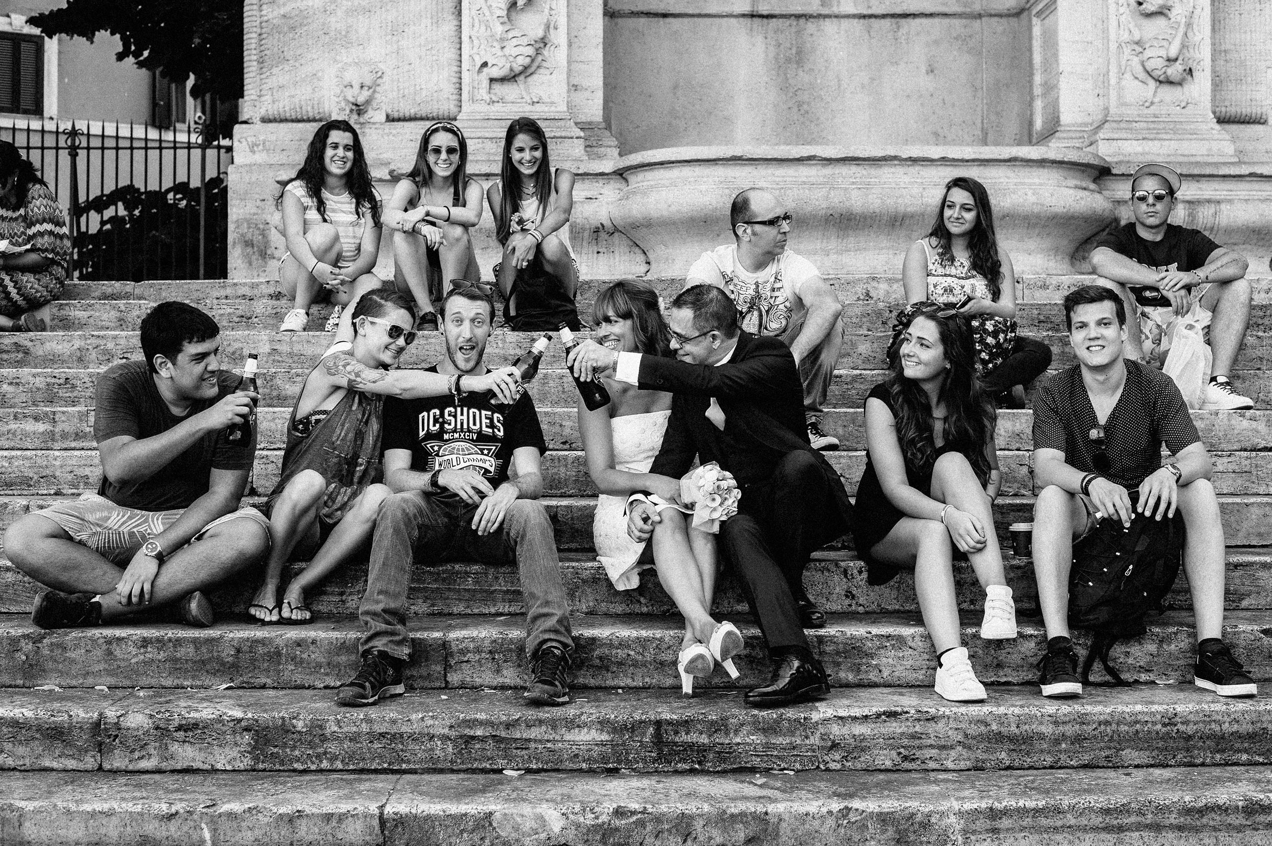 rome-piazza-trilussa-trastevere-black-and-white-documentary-wedding-photography-by-Alessandro-Avenali.jpg