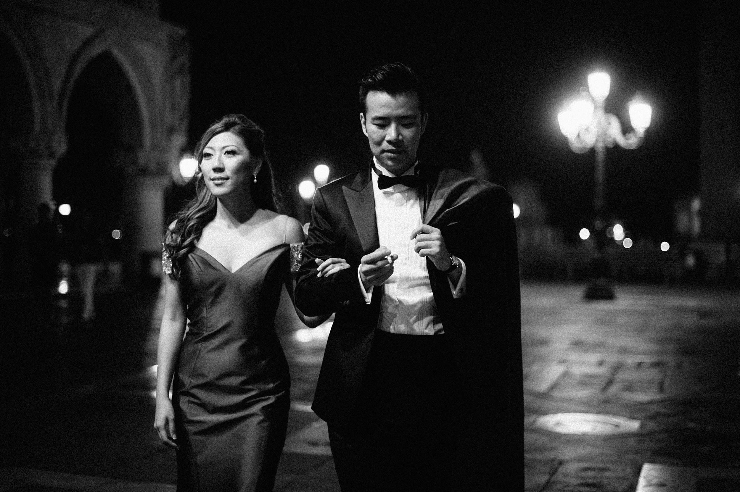 an-elegant-chinese-couple-in-piazza-san-marco-venice-black-and-white-wedding-photography.jpg