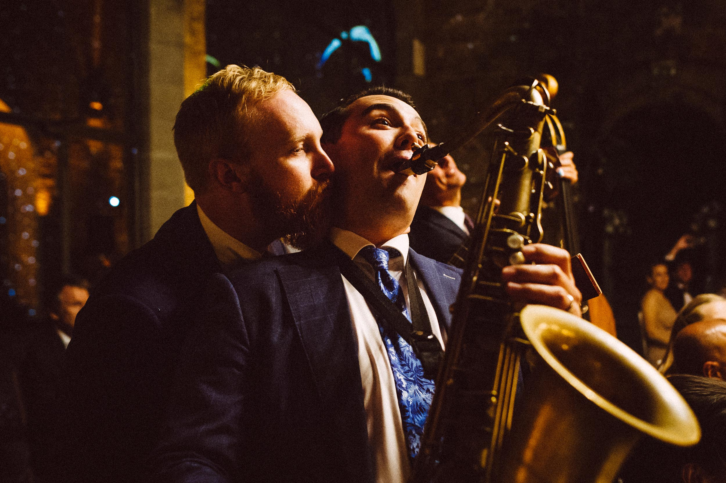 the-london-essentials-performing-in-tuscany-vincigliata-castle-documentary-wedding-photographer-Alessandro-Avenali.jpg