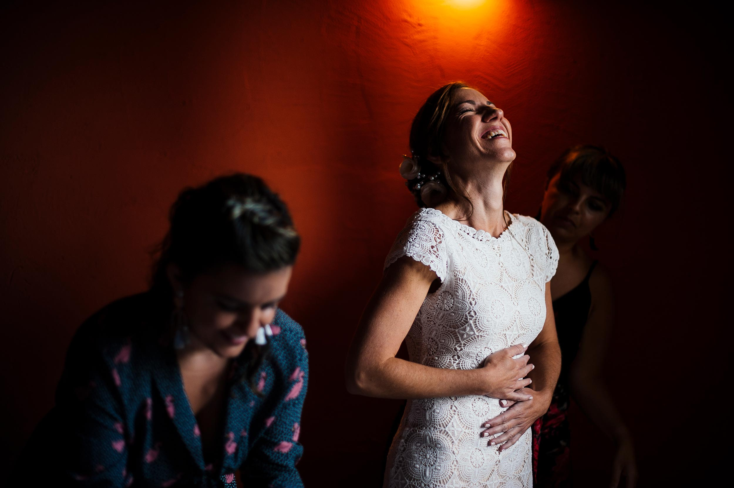 bride-getting-ready-against-red-wall-italian-wedding-reportage-by-Alessandro-Avenali.jpg