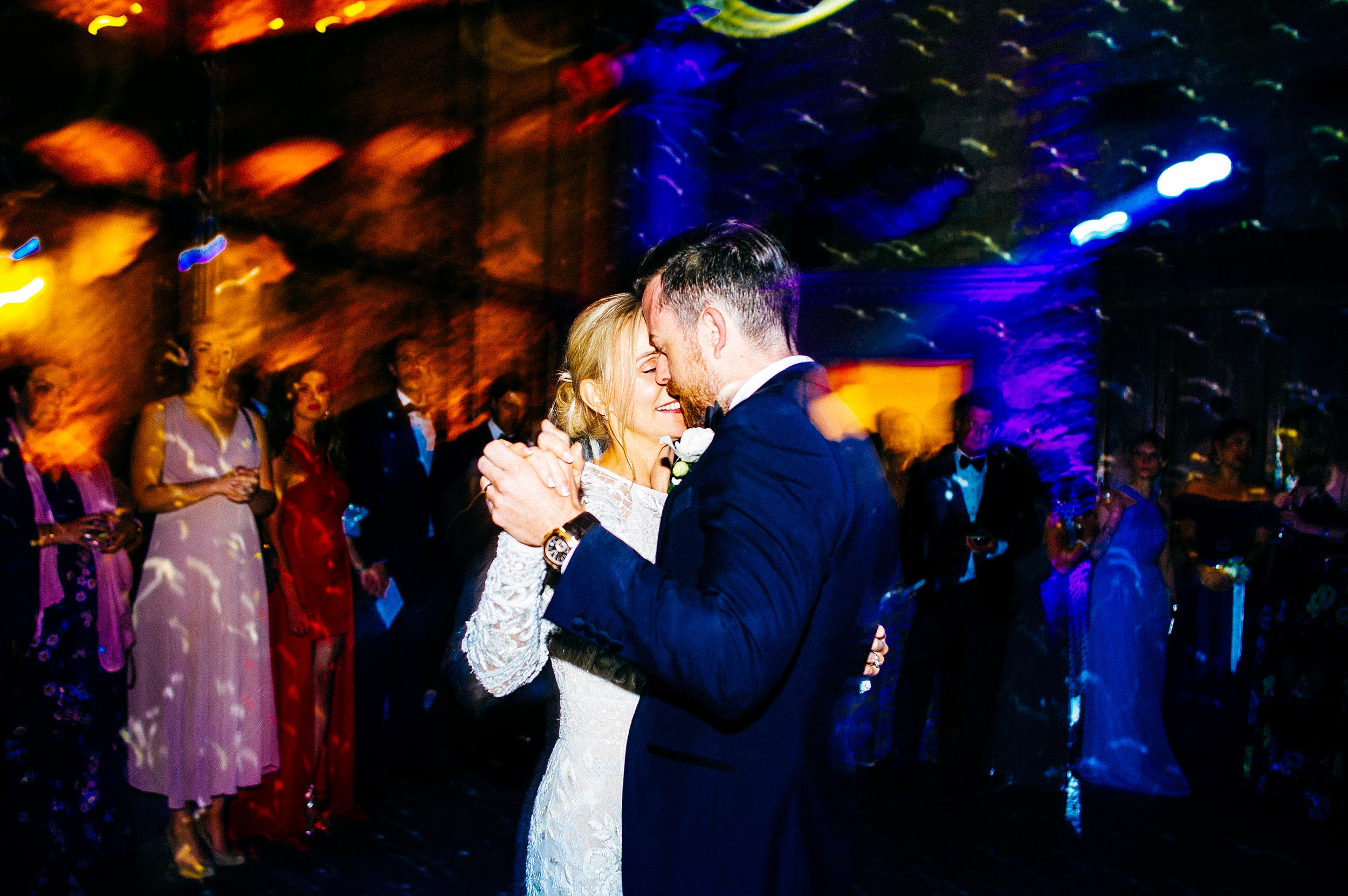 first dance bride and groom Tuscany Italy candid destination wedding photographer Alessandro Avenali.jpg