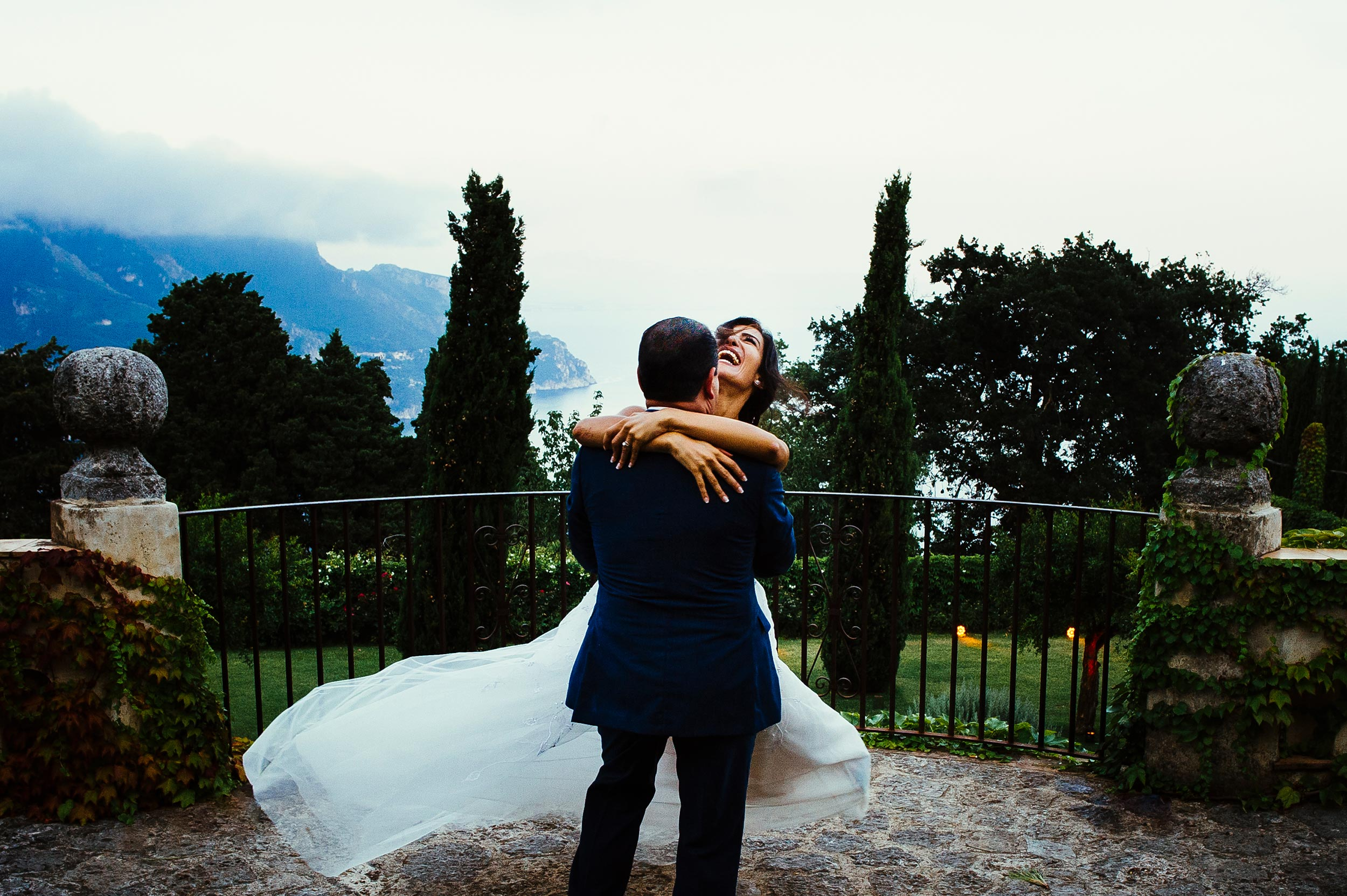 Wedding-Villa-Cimbrone-Ravello-Amalfi-Coast-bride-and-groom-love-Italy-Luxury-Photographer-Alessandro-Avenali.jpg