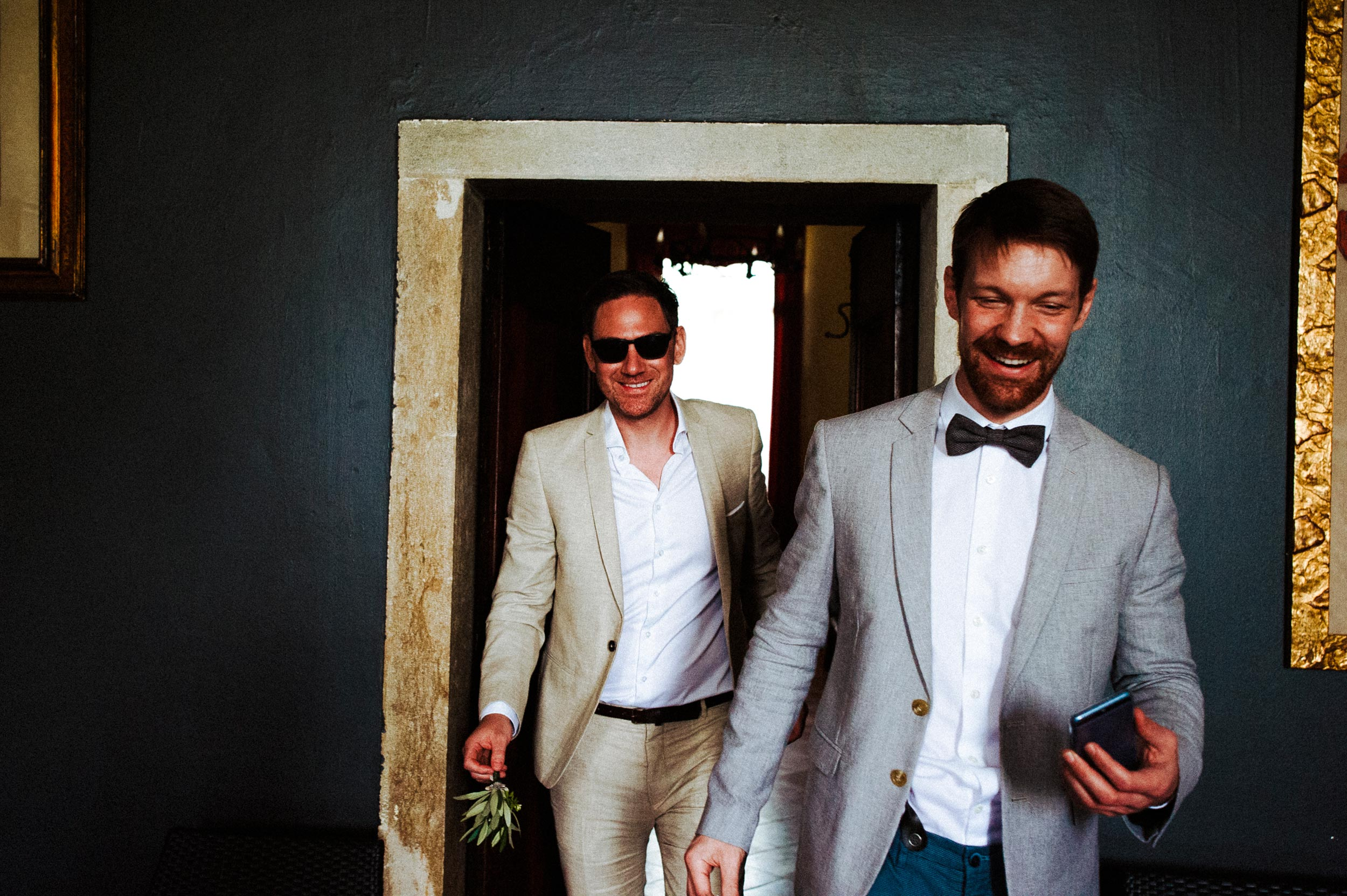 The Groom and his Best Man getting ready in Villa Godi Malinverni Wedding in Italy by Alessandro Avenali