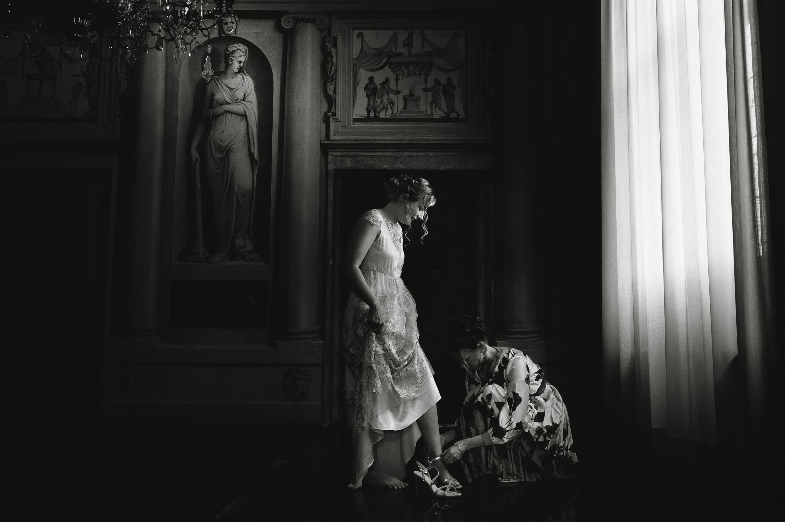 Palladio Villa Godi Malinverni Wedding Photographer Venice Alessandro Avenali Black and White