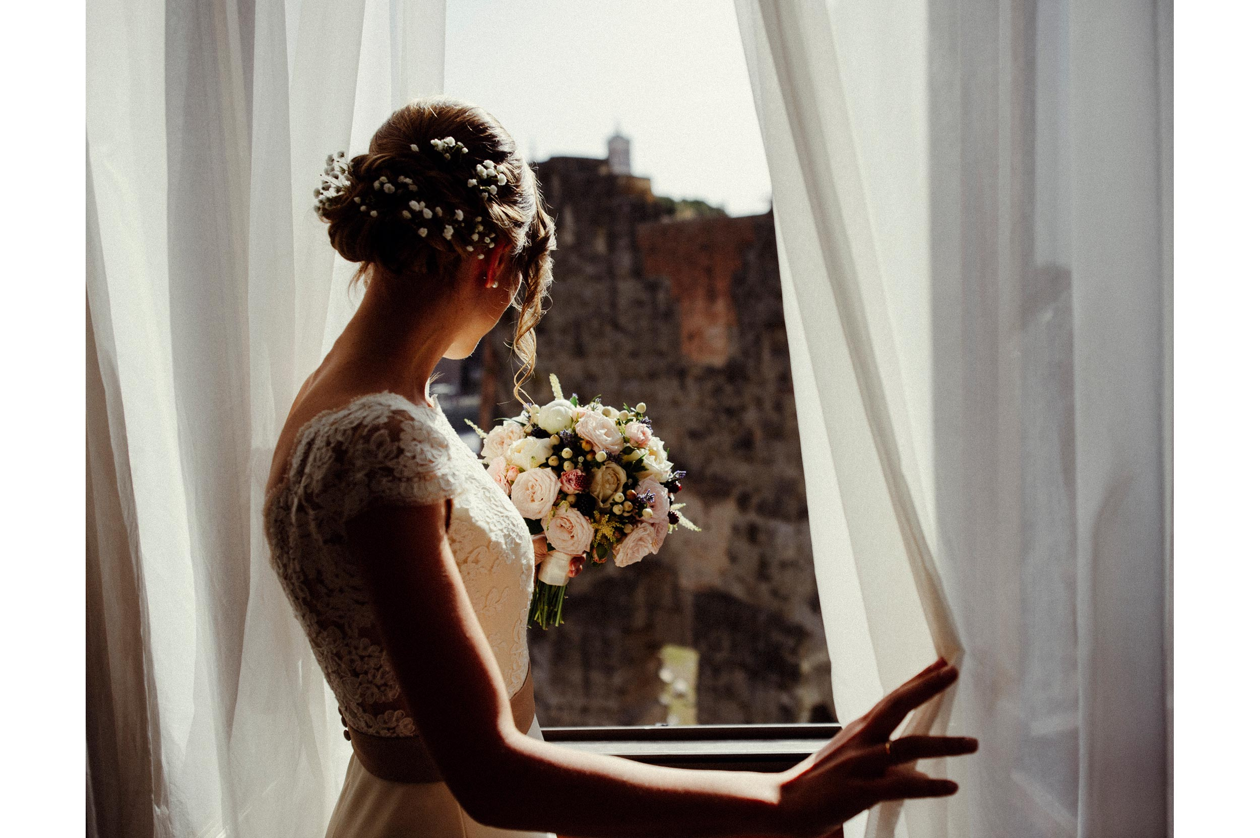 Roman Forum Rome Wedding Photographer Alessandro Avenali Bride at the Window with Bouquet.jpg