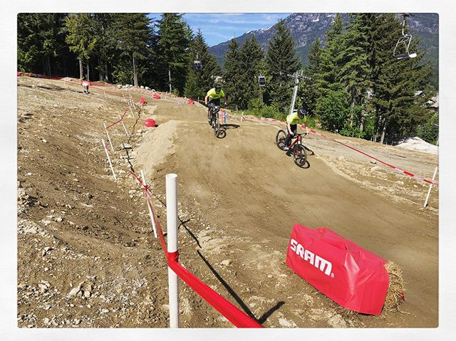 @srammtb hosting a classic dual slalom race for the Whistler Bike Park opening weekend. The Joyride crew built a fun track... #rideordie #whistlerbikepark #joycrüe @dane_scott @gregjolliffe @wypdaddy @_thewilddeuce @phil_mclean