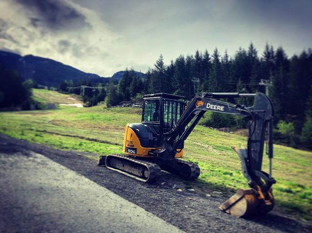 We are doing our part to meet the latest safety standards, and get our crews home safe at the end of the day. This little digger has a certified FOP guard commonly used in forestry applications, designed and built by the pros at Daequip. @daequip @whistlerbikeprk @johndeere #compliancemachine #settingthestandards #joydiggers #joycrüe