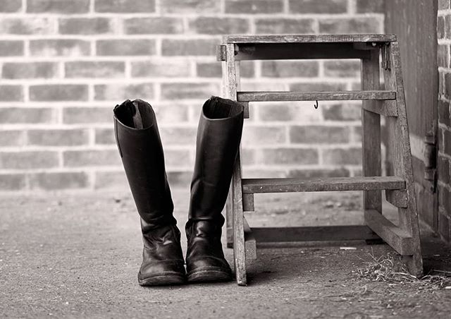 When the dressage is done..... #dressagehorse #equine #equestrian #blackandwhitephoto #monochrome #boots #stableyard