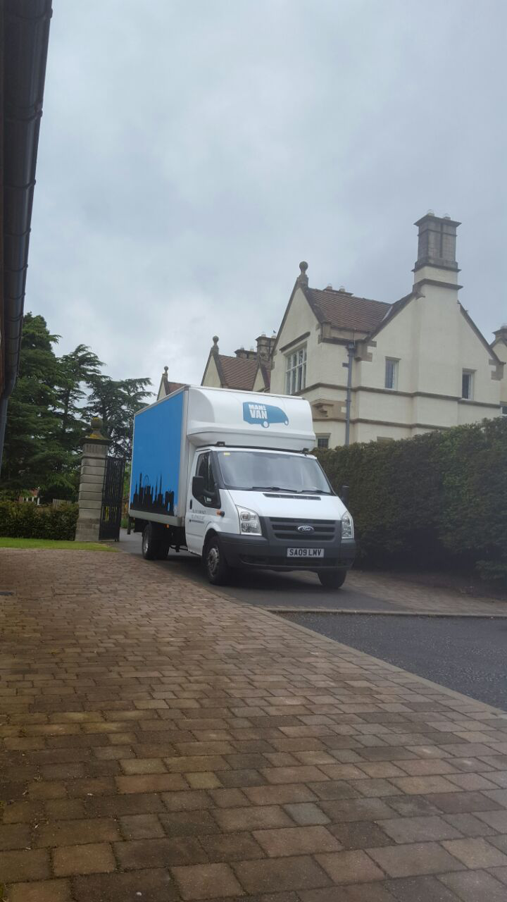 STUDENT REMOVAL SERVICE LOCALLY AND ACROSS UK