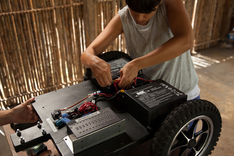 TZ'IJK.0. Assembling the robotic internal mechanism.