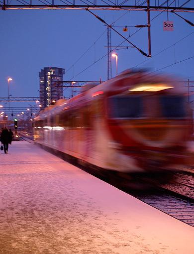 ©Josefine Surin, Och det här är pendeltåg mot Mjölby, tid för avgång