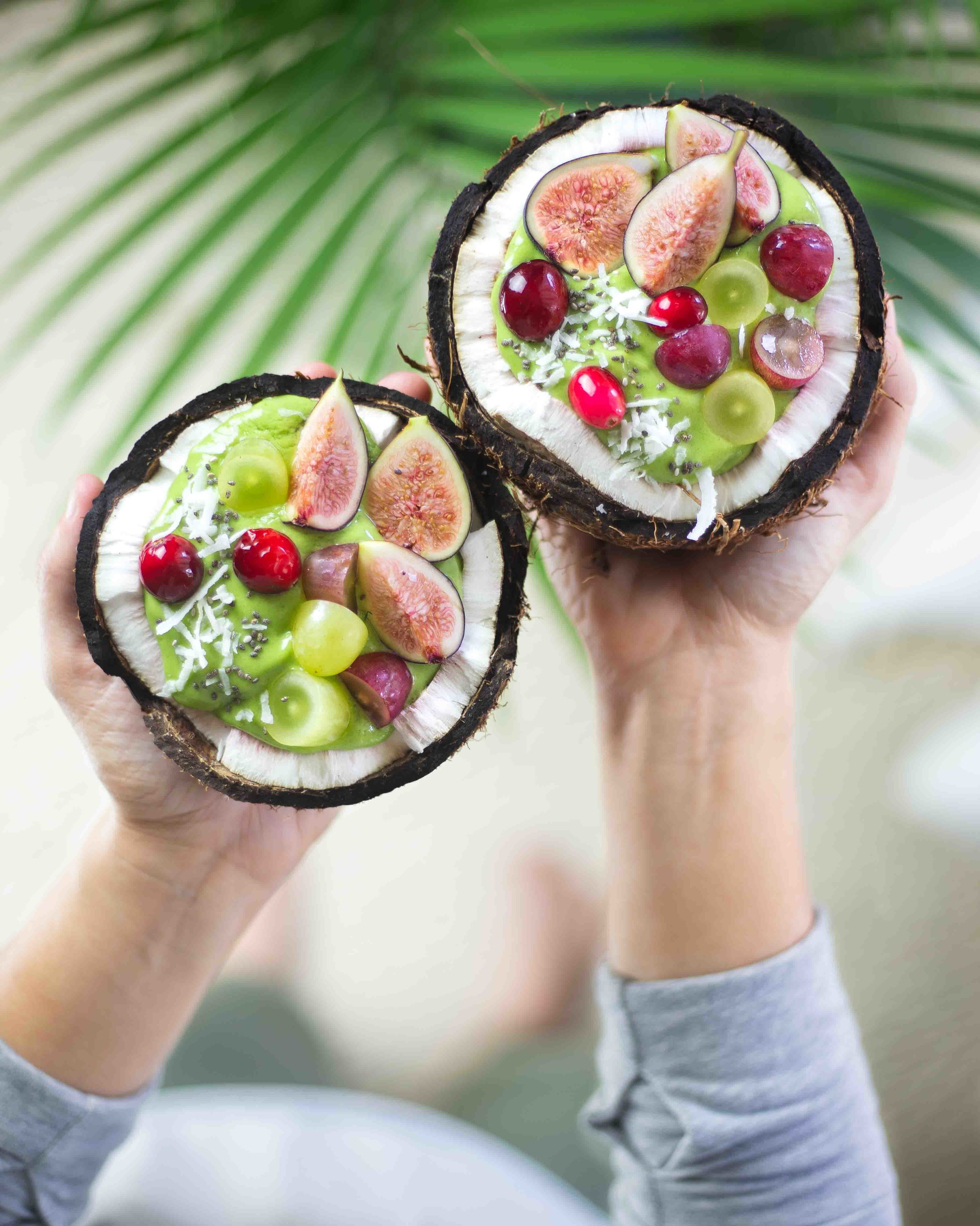 coconut_fig_grapes_green_smoothie.jpg