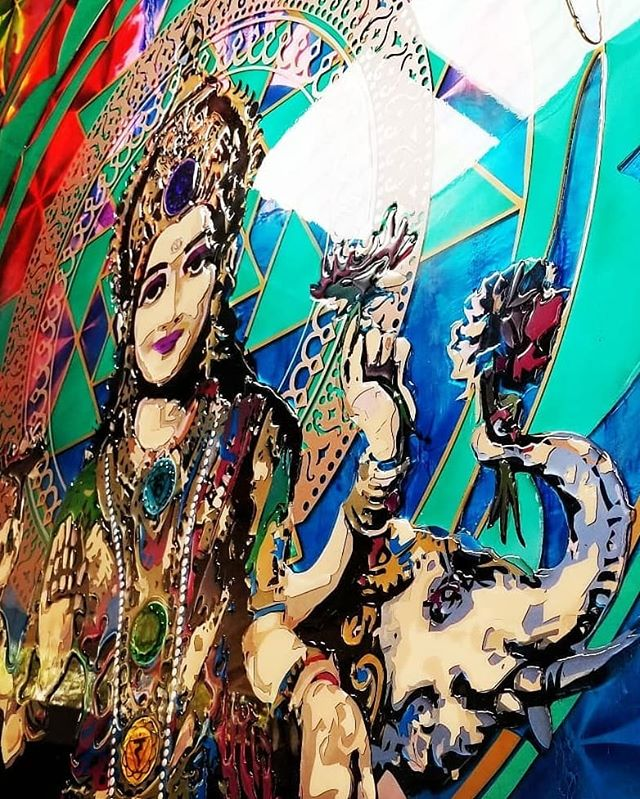 "More details of ""Shri"" in all her glory! Enjoy 💜✌🕉🙏🌌 ॐ ह्रीं श्रीं लक्ष्मी भ्यो नमः ""Om Hrim Shrim Lakshmibhyo Namah"" ""Goddess Lakshmi reside in me and bestow thy abundance on all aspects of my existence"" . Created for: @premyogimusic/@chefpremsandiego . . #resinart #lakshmi #sriyantra #goddess #wealth #divine #love #sacredgeometry #chakras #meditate #namaste #ganesh #buddha #spiritualart #modernart #contemporaryart #urbanart #fineart #visualart #art #yogaeverydamnday #yoga #yogi #sandiegoart #interiordesign #design #manaresinart #artist #colors #gallery"