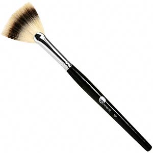 Fan Brush   Sometimes all you need is a light touch of color or shimmer to complete your look. Try your hand at glominerals' Fan Brush—a delicate fan brush designed to apply a subtle amount of bronze, shimmer or blush. Its hairs are ultra-soft, delicate and feather-light for an all-over, even application.    Try: glominerals Fan Brush