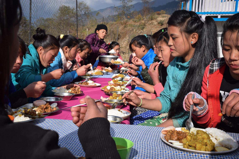 Eating _girls-edu.jpg