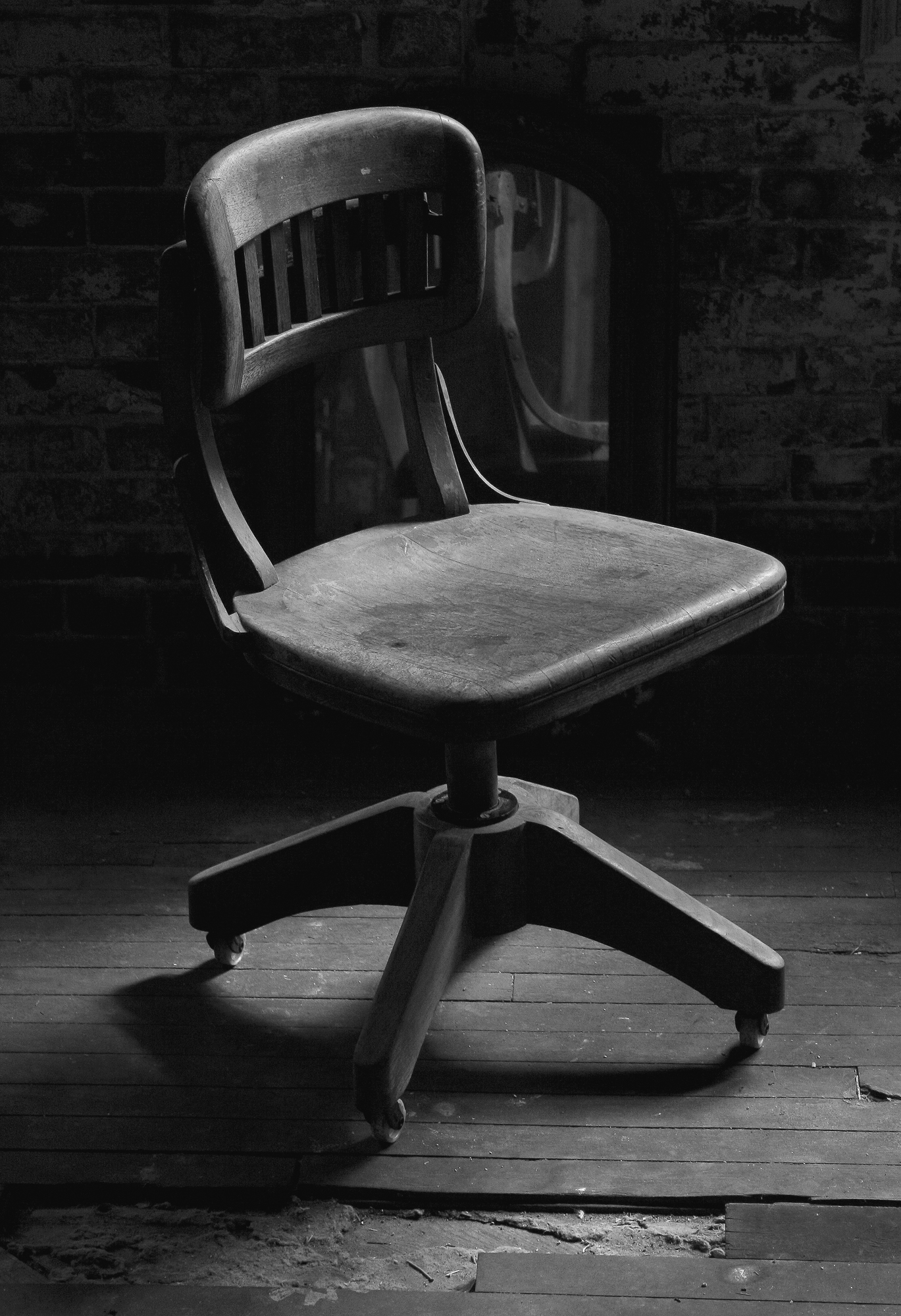 CHAIR bw 2.jpg