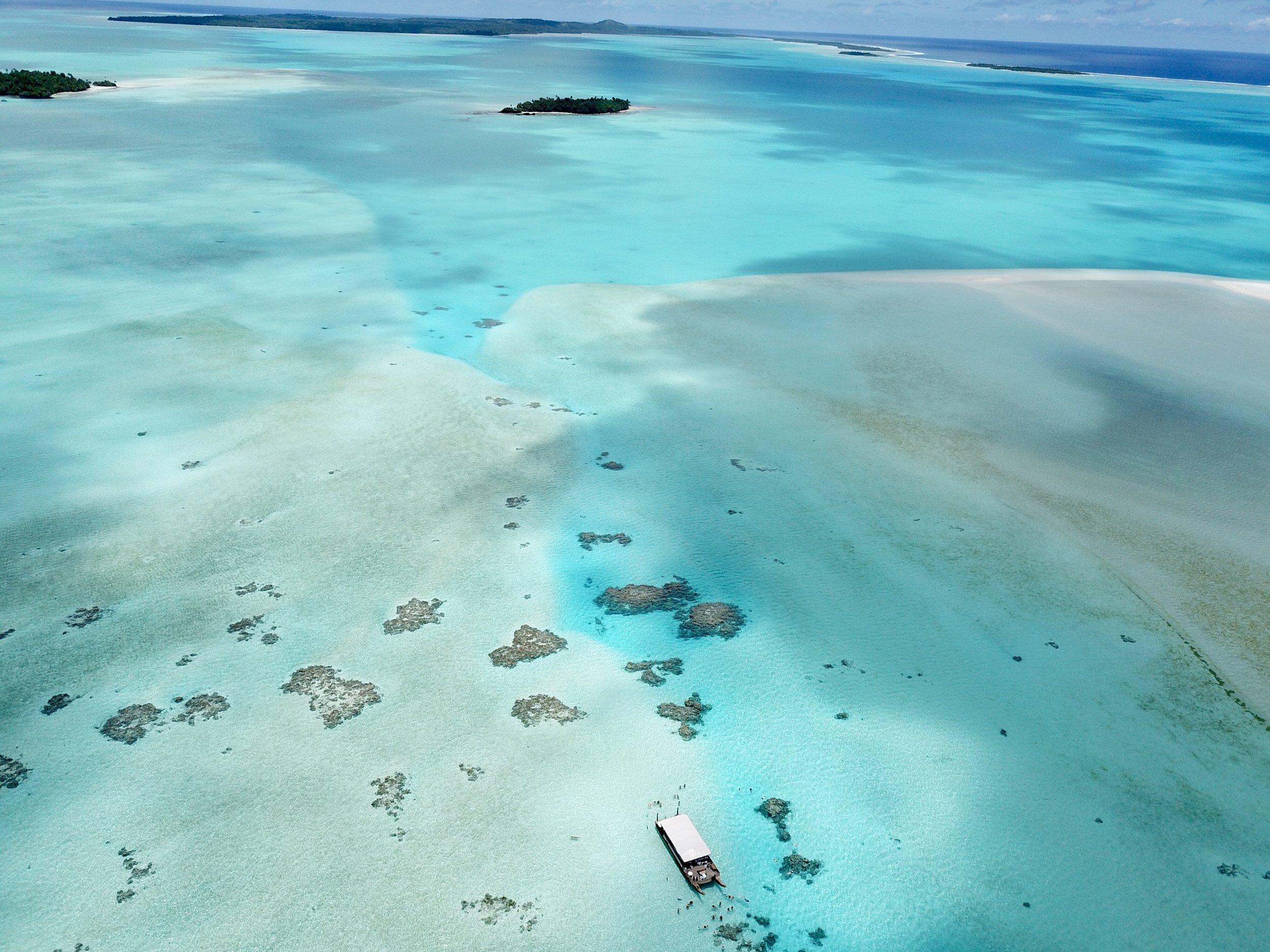 Aitutaki boat lagoon.jpg