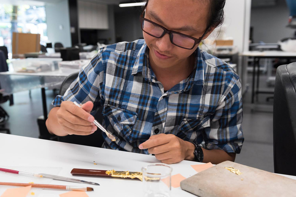 Saiful Bakhari gets into the flow of gilding