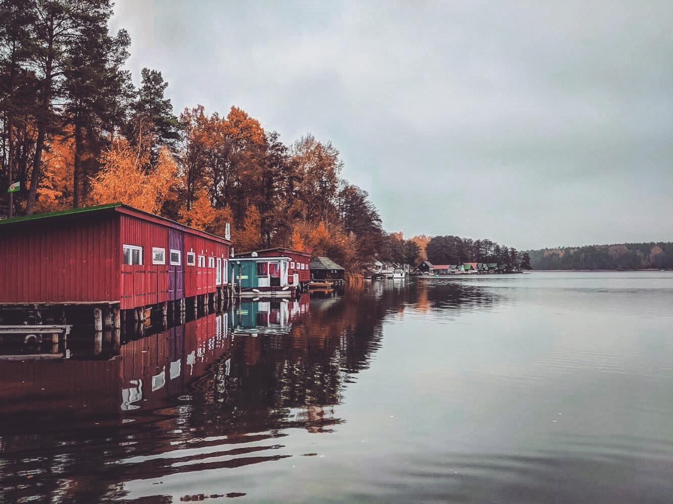 Bootshäuser am See