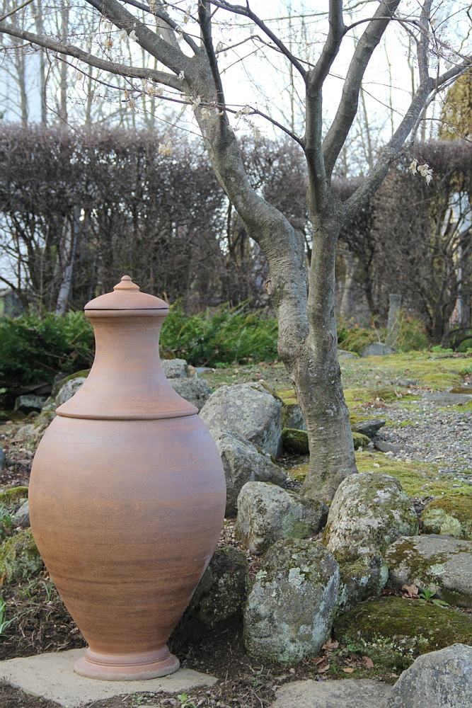 Serene complement to stone and bark