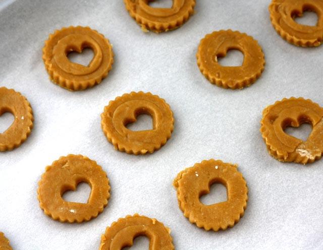 linzerheartcookies.jpg