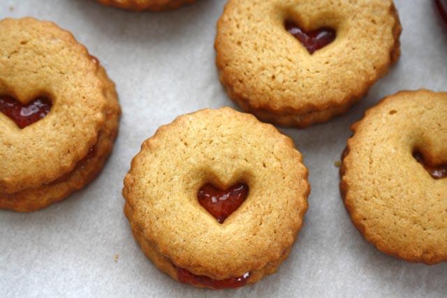 linzerheartjamcookies.jpg