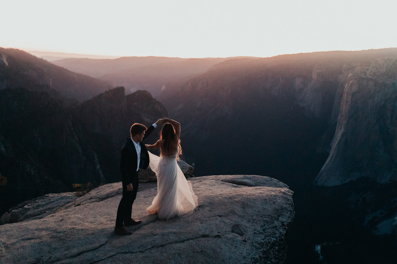 Julian_Laura_Yosemite_Elopement_Taft_Point_Glacier_Point_sunrise_sunset-229.jpg