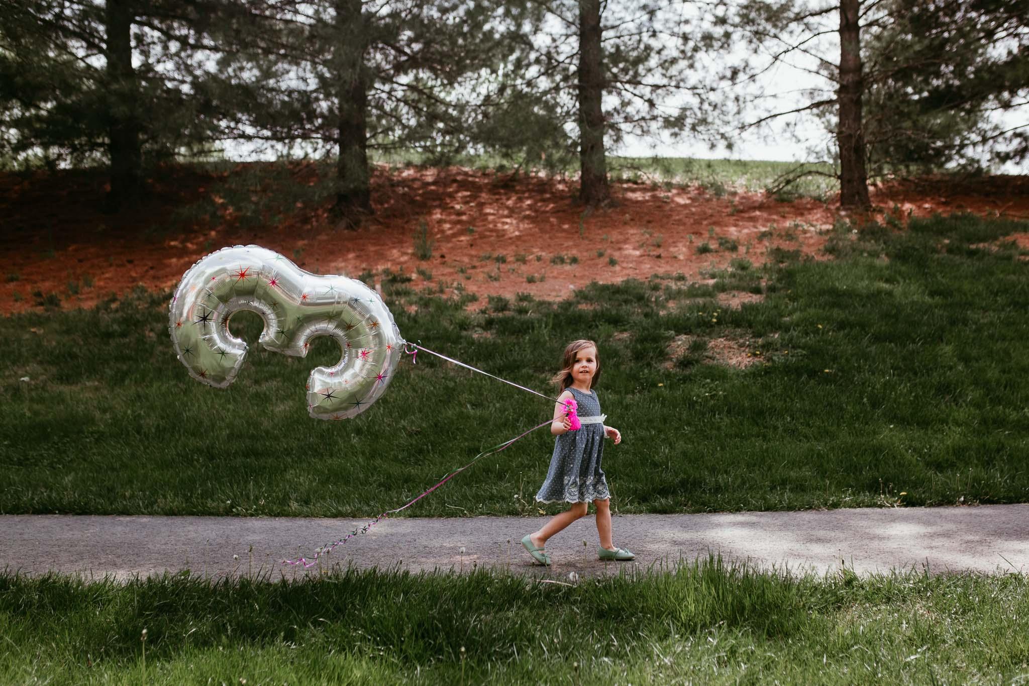 three year old birthday balloon lifestyle childhood photography ashburn virginia