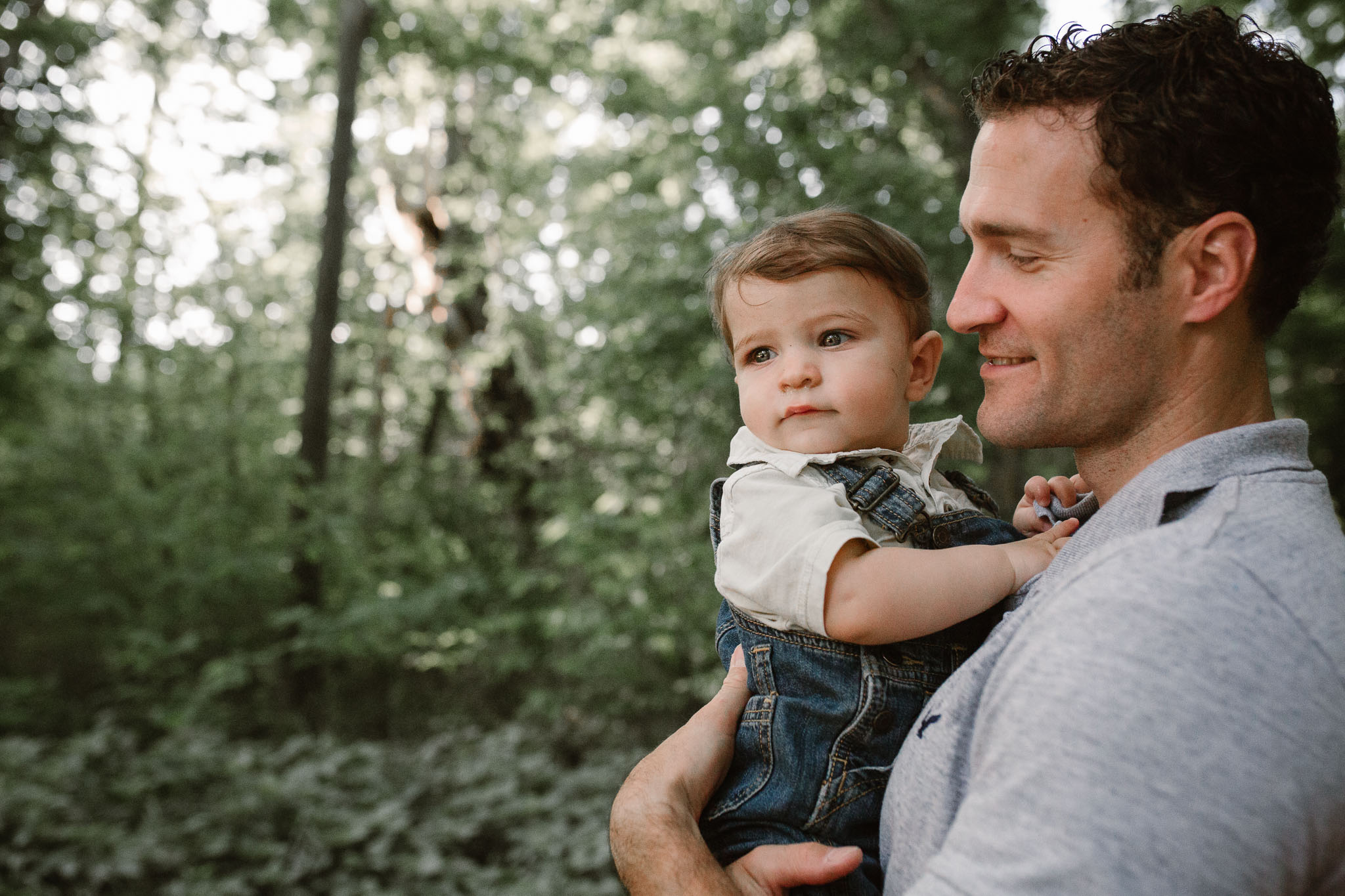 lifestyle family photography father and infant son  at Bles Park in Ashburn, Virginia