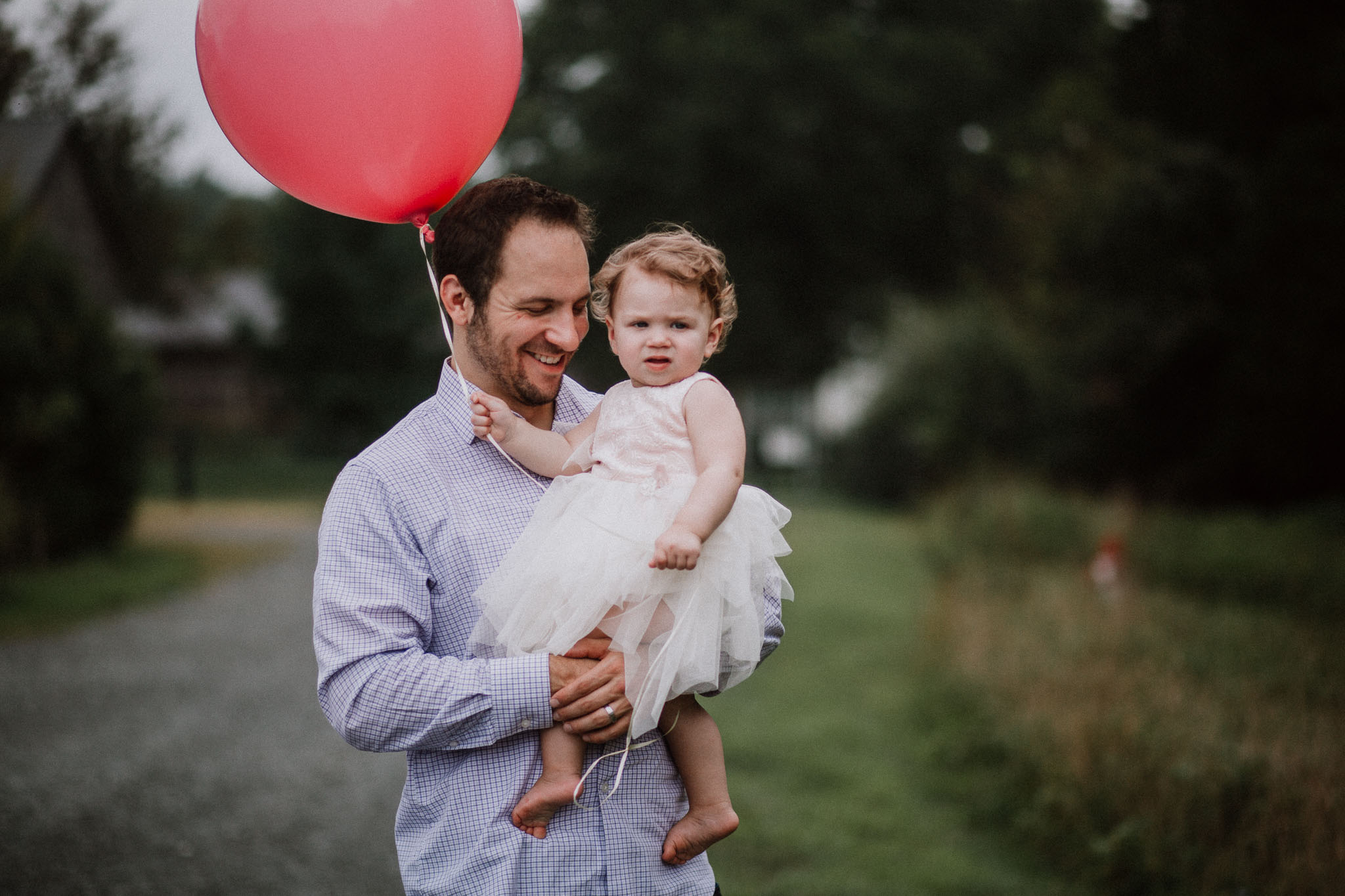 father daughter birthday balloon Sterling Virginia Claude Moore Park Lifestyle Family Marti Austin Photography