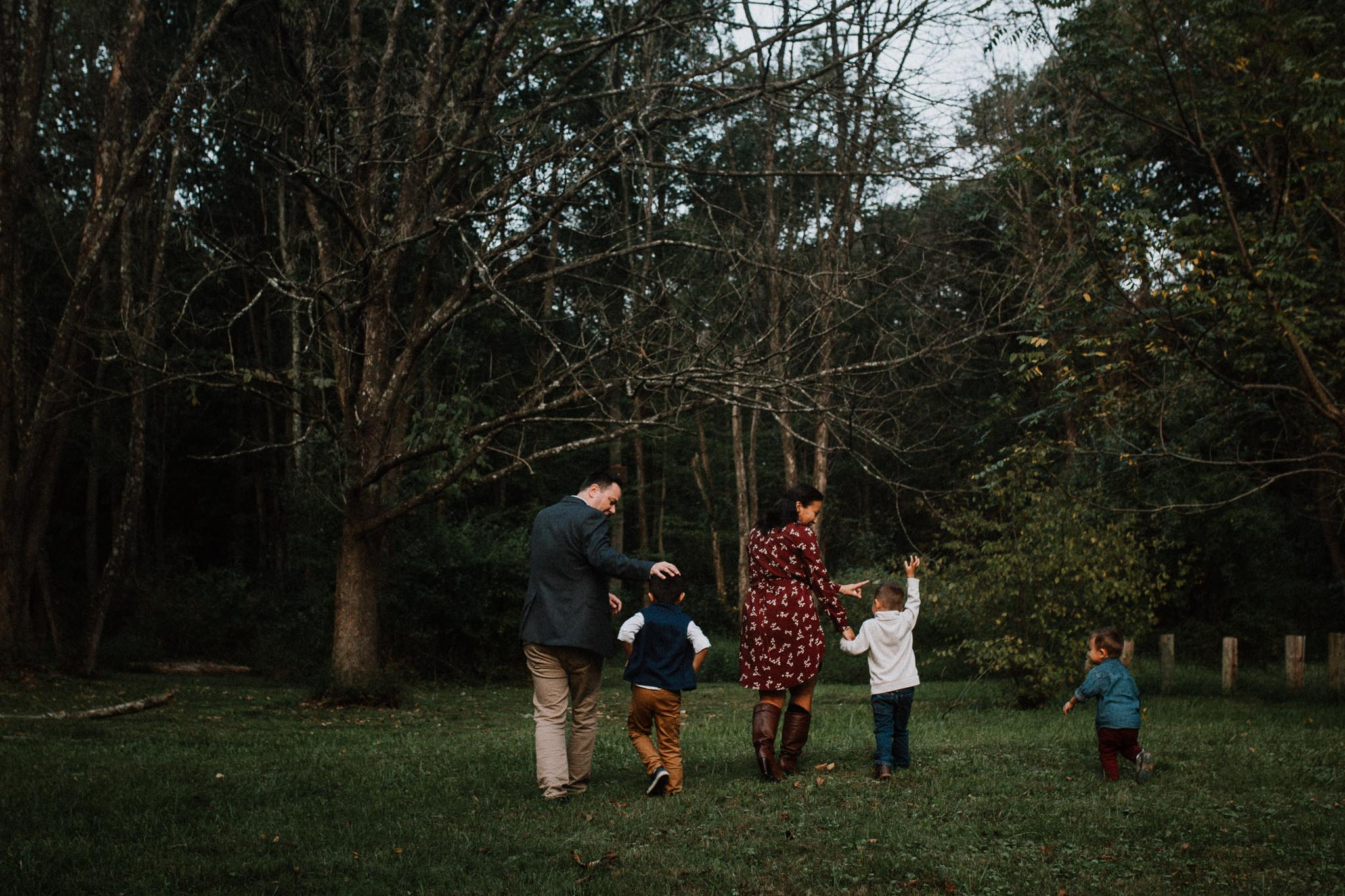 family of five Family Lifestyle Documentary Sunset Golden Hour Izaak Walton League Leesburg Loudoun Virginia Marti Austin Photography