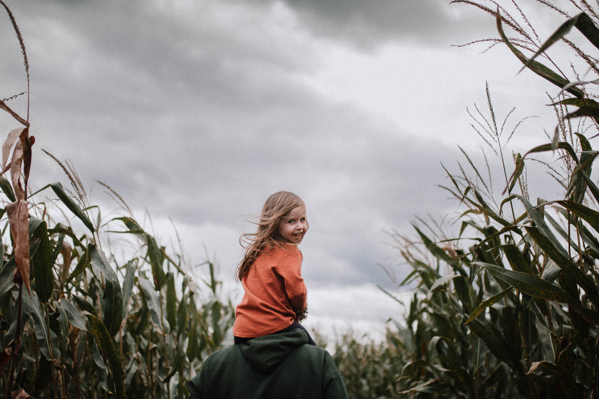 toddler daughter father shoulders corn maze Ashburn Loudoun Virginia Lifestyle Documentary Family Marti Austin Photography