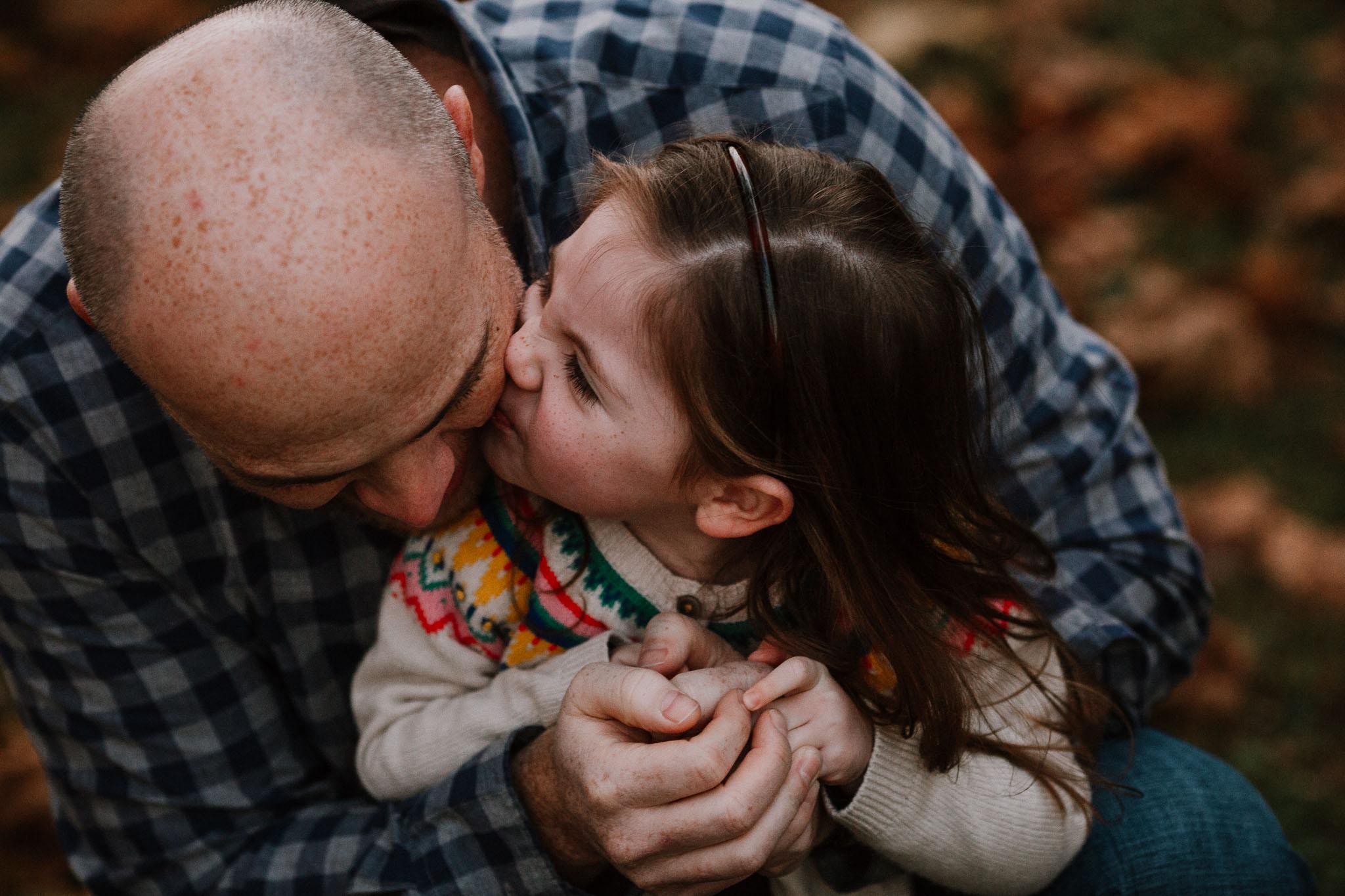 father daughter kiss family fall autumn lifestyle documentary Morven Park Leesburg Loudoun Virginia Marti Austin Photography