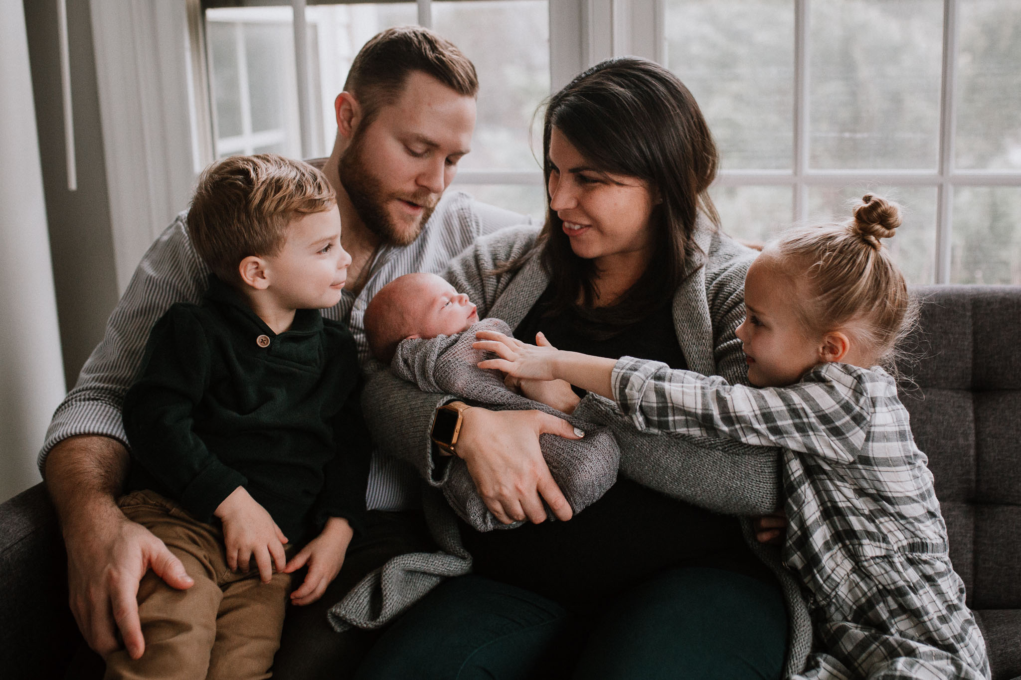 family of five father mother  sister bother baby boy siblings  lifestyle documentary in home family newborn ashburn loudoun virginia Marti Austin Photography