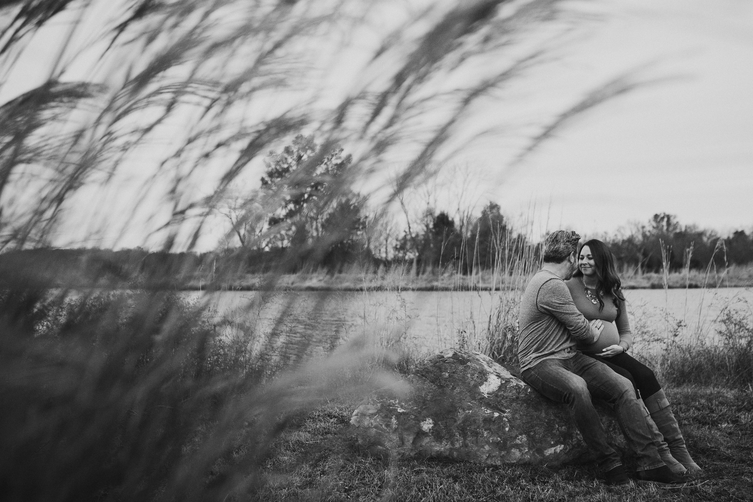 Black and white grass bump pregnancy fall autumn sunset lifestyle documentary maternity couple family Aldie Willowsford Boat House Loudoun Virginia Marti Austin Photography