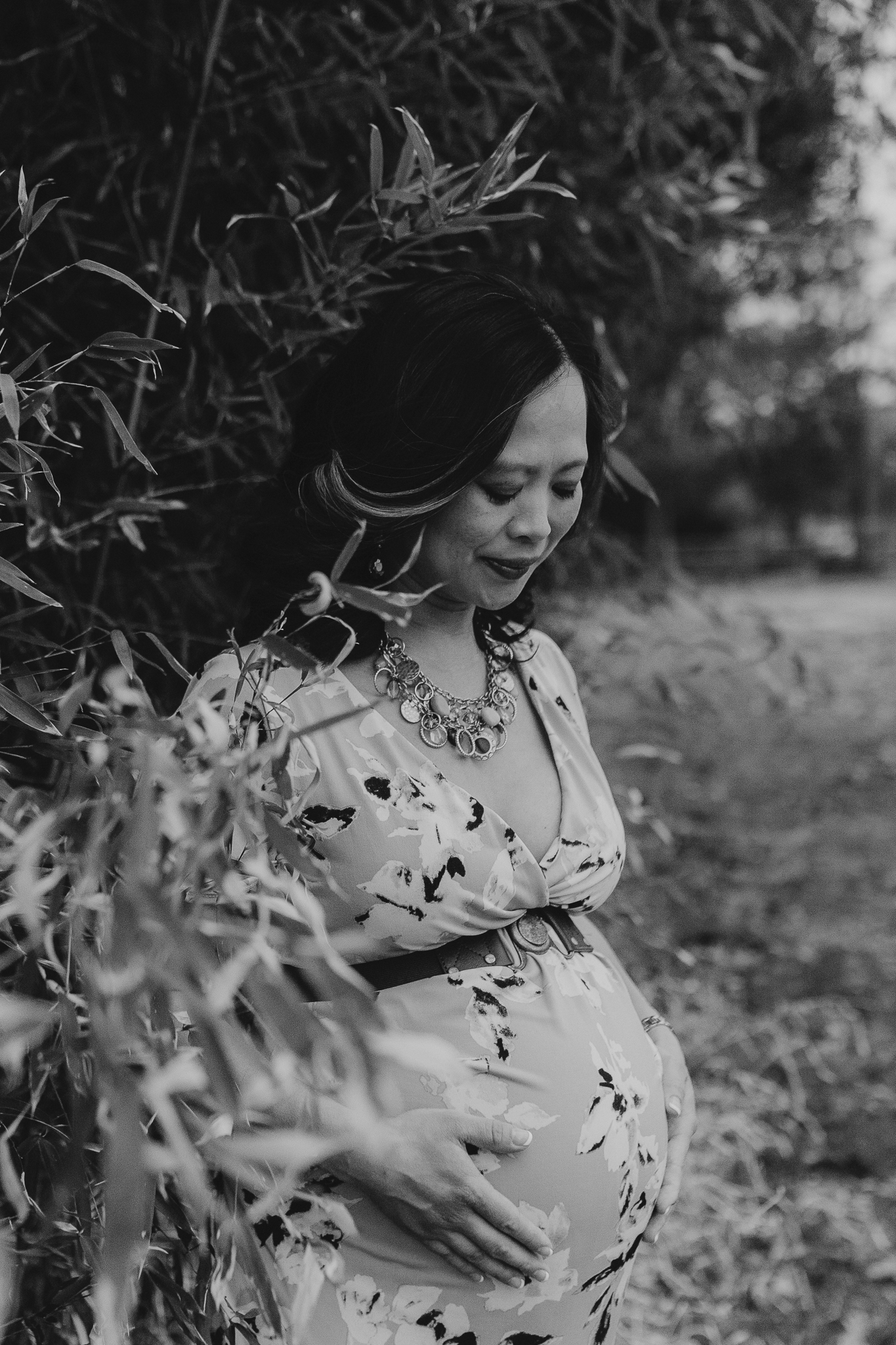 black and white motherhood pregnancy maternity lifestyle documentary family Claude Moore Park Heritage Farm Museum Sterling Loudoun Virginia Marti Austin Photography