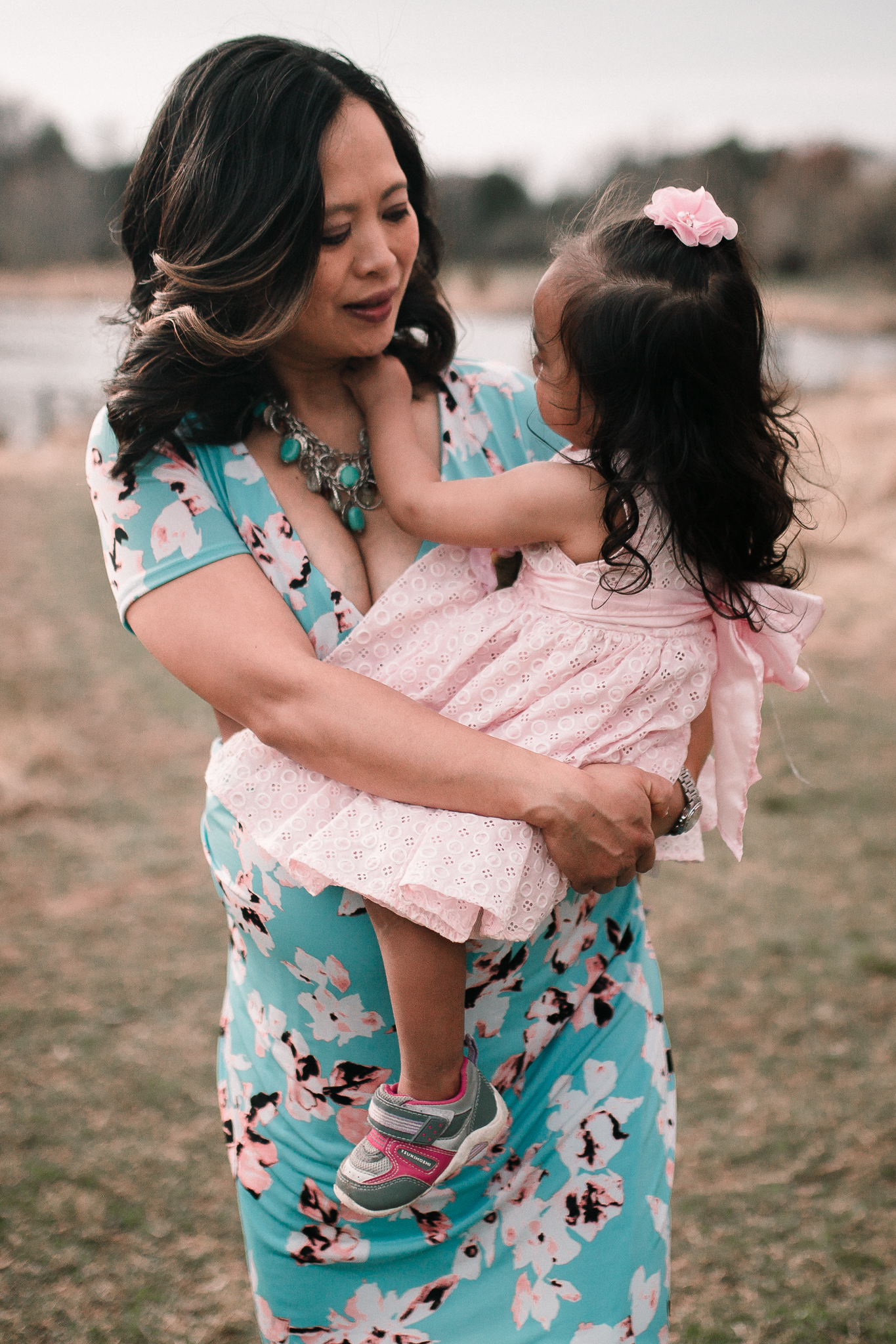mother daughter hug maternity lifestyle documentary family Claude Moore Park Heritage Farm Museum Sterling Loudoun Virginia Marti Austin Photography