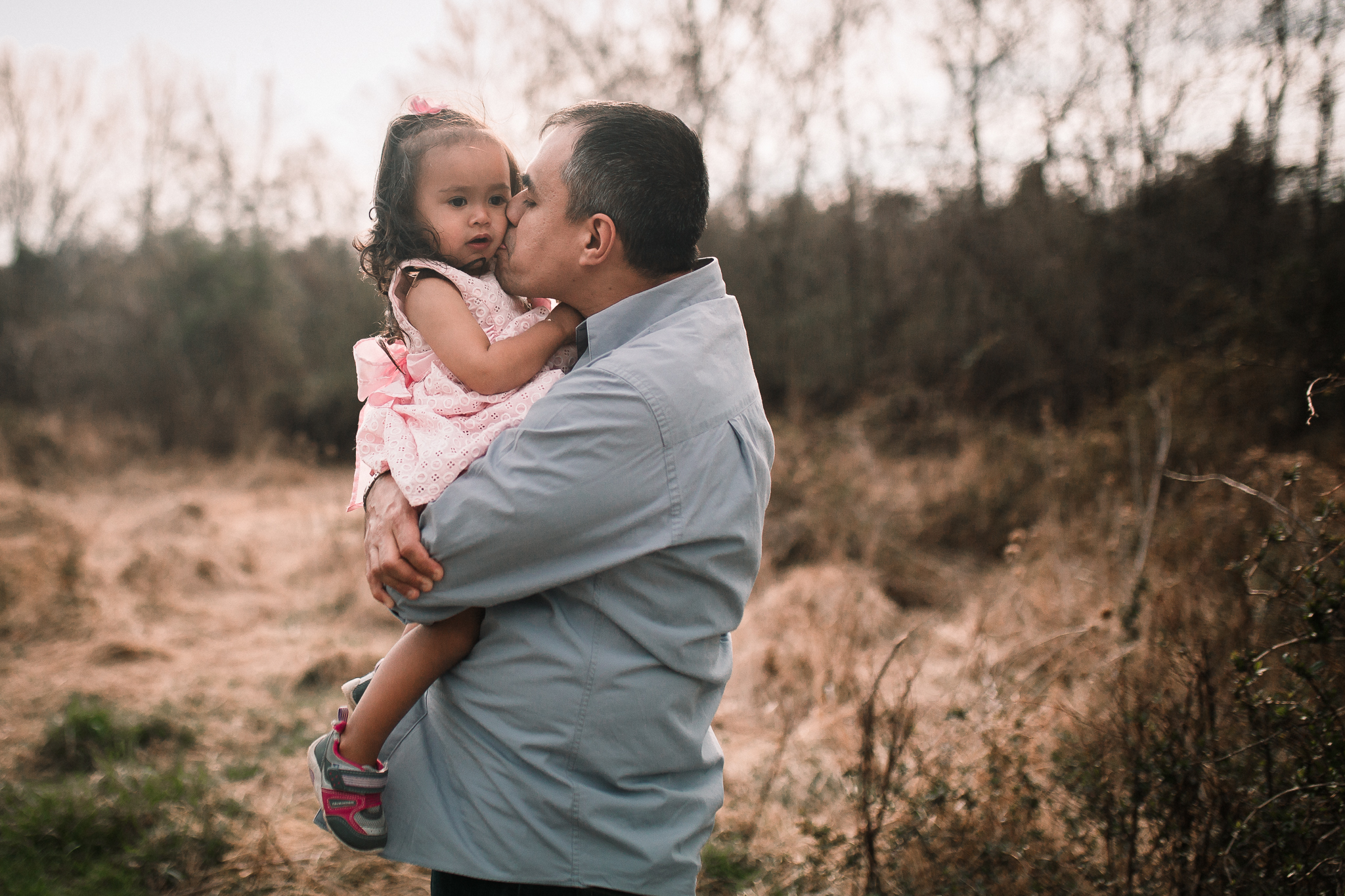 father daughter hug kiss maternity lifestyle documentary family Claude Moore Park Heritage Farm Museum Sterling Loudoun Virginia Marti Austin Photography