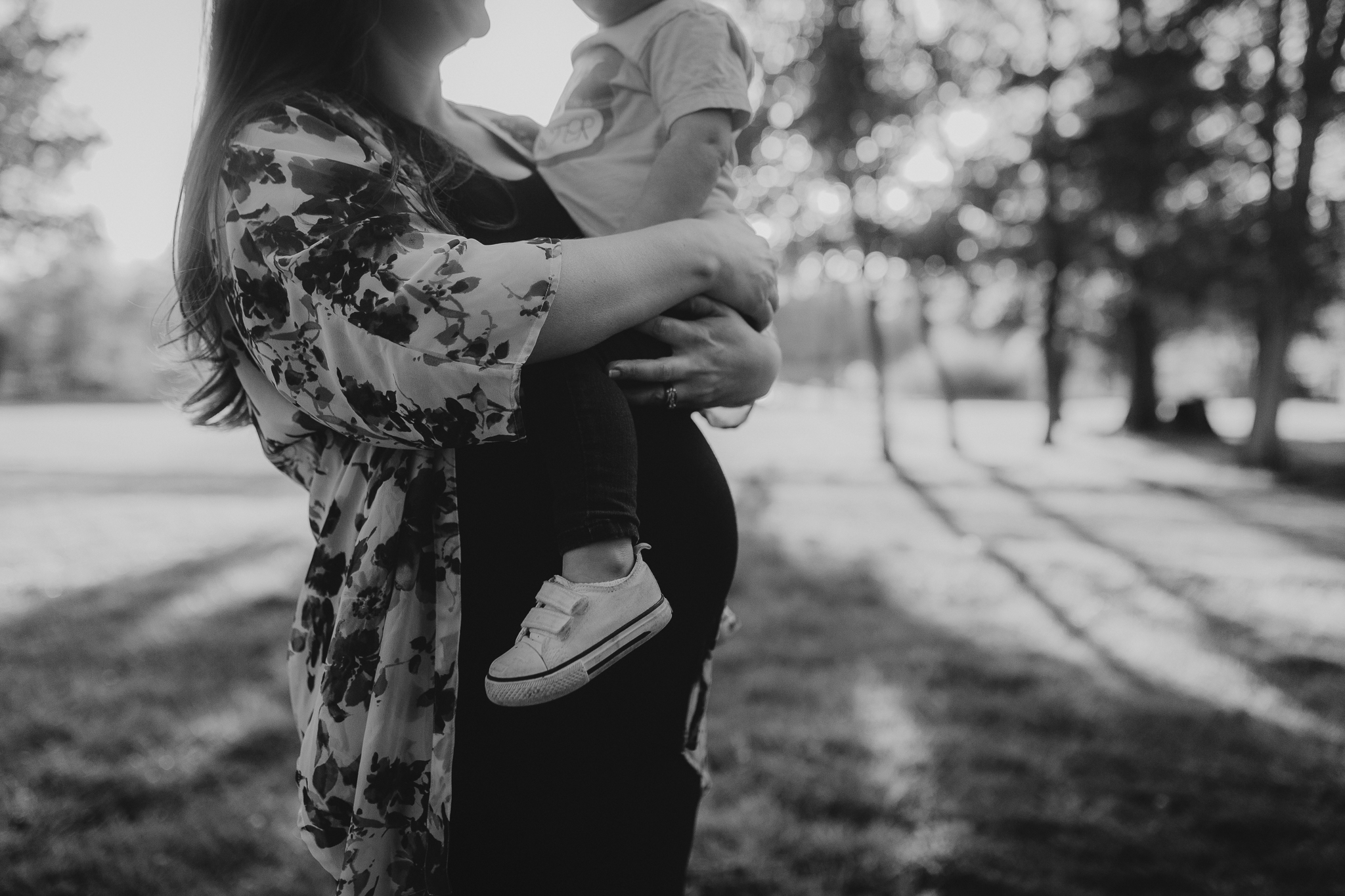 black and white mother daughter bump hug maternity motherhood family lifestyle documentary Claude Moore Park Sterling Loudoun Virginia Golden Hour Sunset spring Marti Austin Photography
