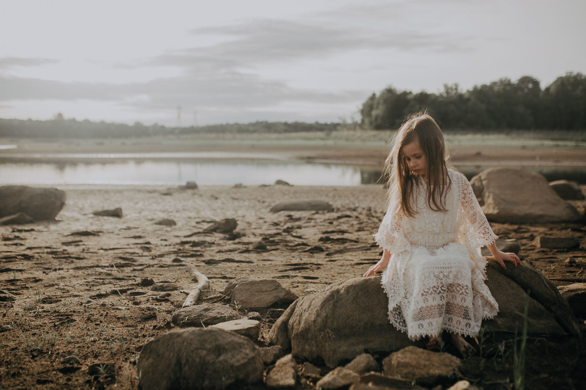 girl sitting on boulder at beach lifestyle documentary family Ashburn Loudoun Northern Virginia Marti Austin Photography Beaverdam Reservoir