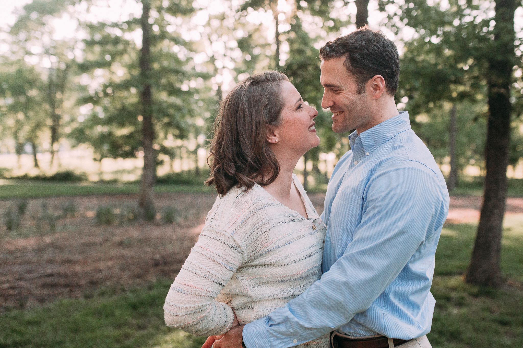 couple mother father outdoor sunset golden hour The Barn at One Loudoun Ashburn Northern Virginia Liifestyle Documentary Family Marti Austin Photography