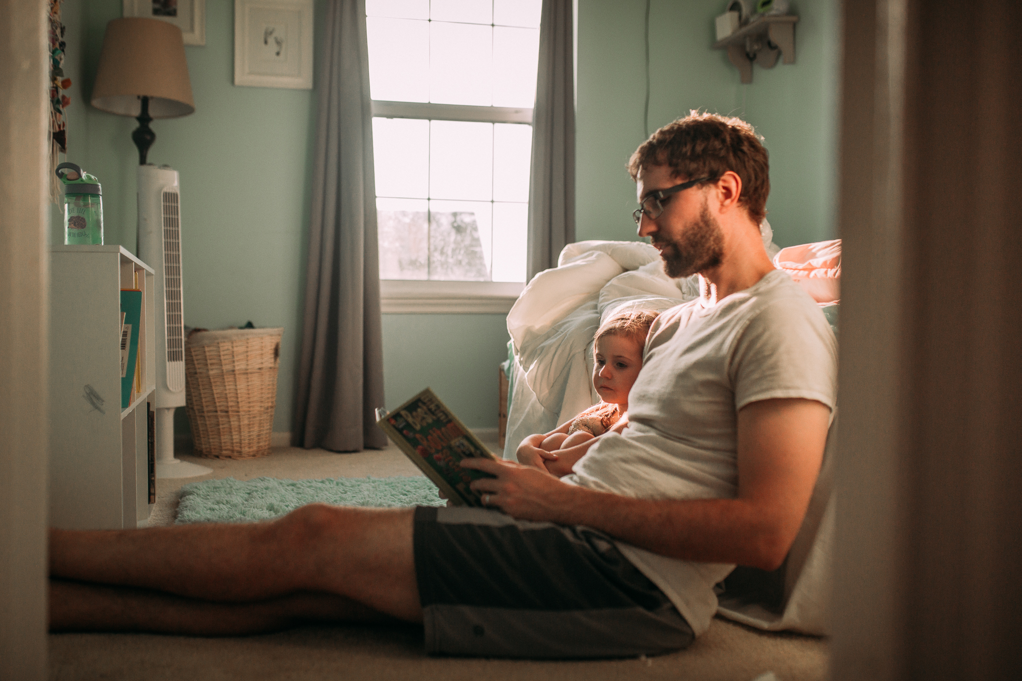 father daughter reading bedtime routine summer Ashburn Loudoun Northern Virginia family lifestyle documentary childhood Marti Austin Photography