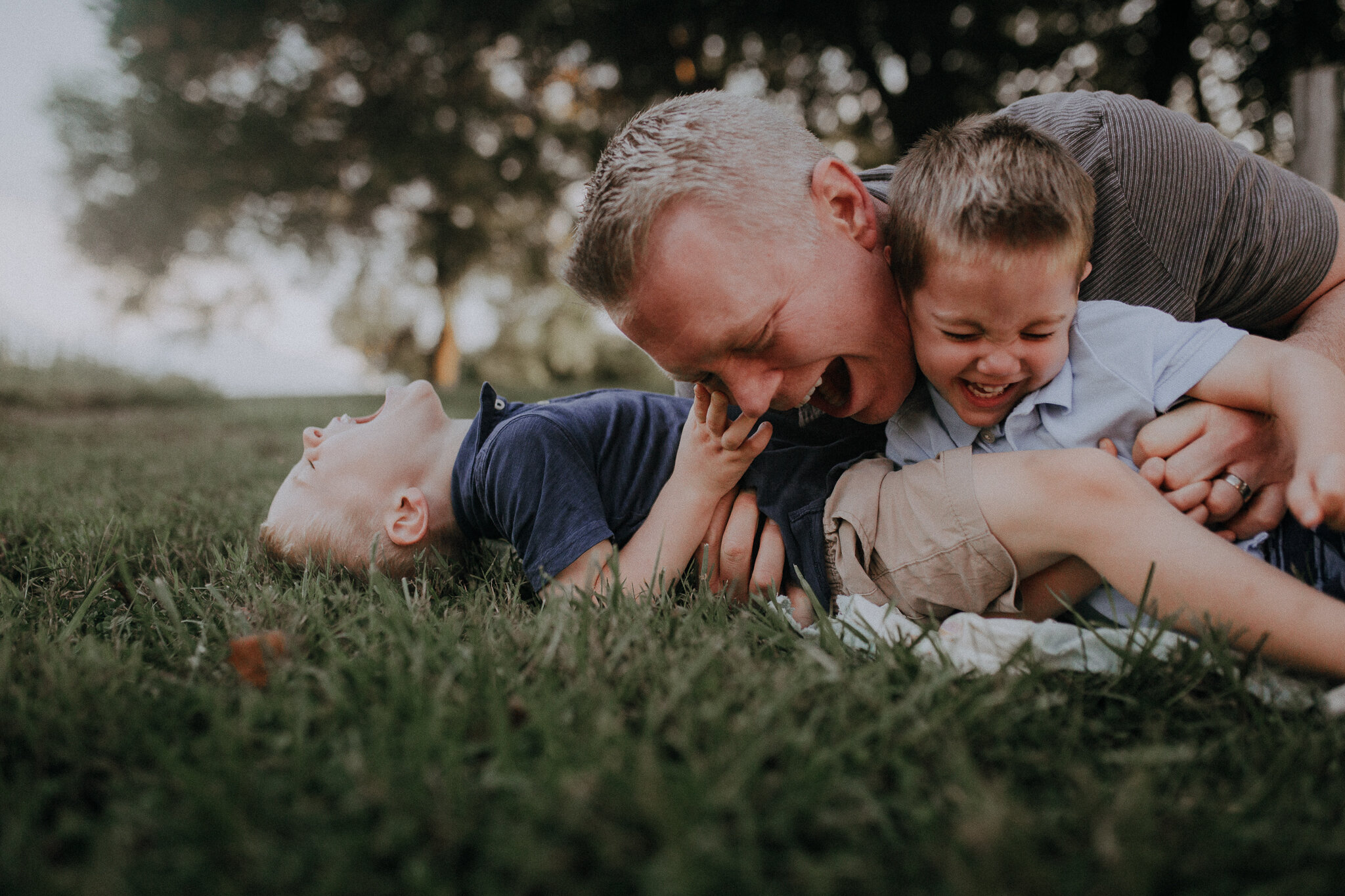 dad tickling tackling sons brothers siblings brothers Ida Lee Leesburg Loudoun Virginia Lifestyle Documentary Maternity Family Marti Austin Photography