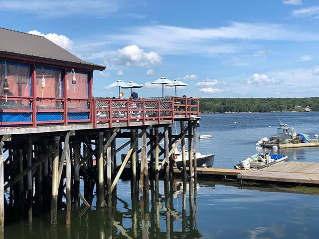 How was everyone's Labor Day weekend? Were you able to squeeze every bit of what's left of summer in and still have room for seafood?! #holbrookwharf #cundysharbor #maine